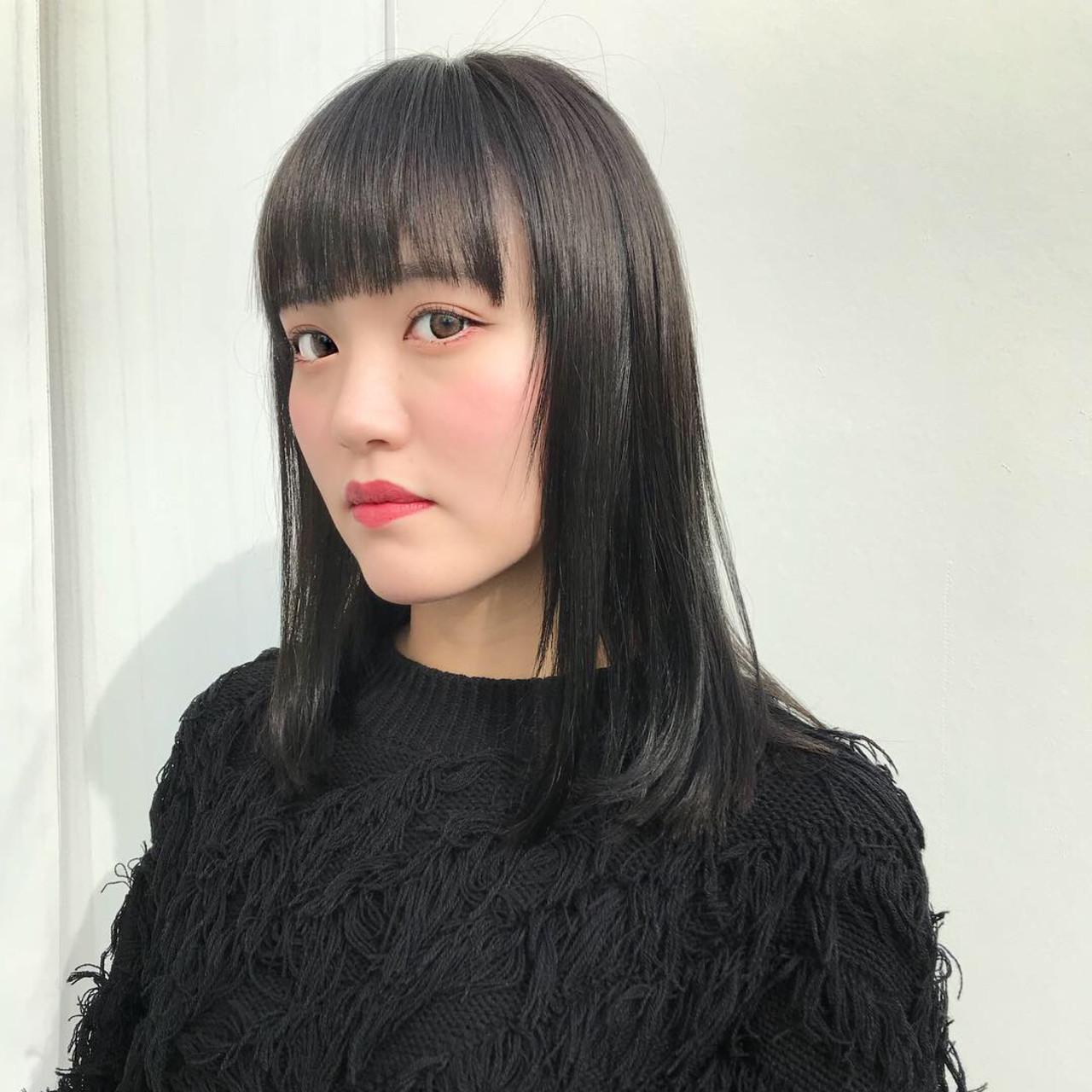 ツヤ髪色がポイント♡暗髪カラーのグレーヘア 寺山佳貴