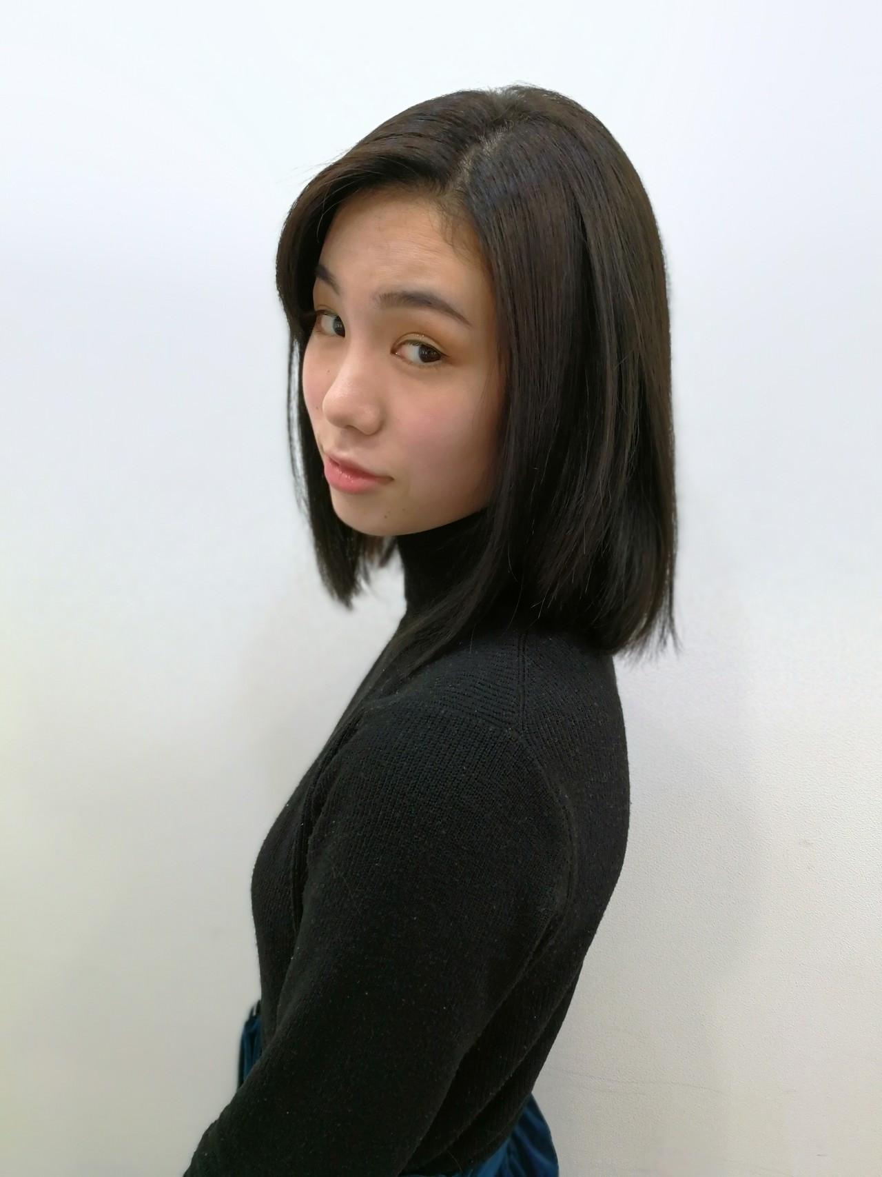 ミディアム ダークアッシュ 黒髪 ナチュラル ヘアスタイルや髪型の写真・画像