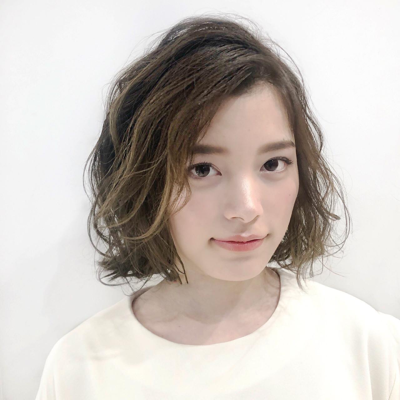 ハイライト パーマ アッシュ フェミニン ヘアスタイルや髪型の写真・画像