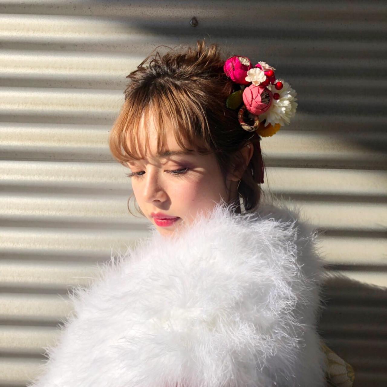 お花のヘアアクセを使えば大人可愛いスタイルに 中島 潮里