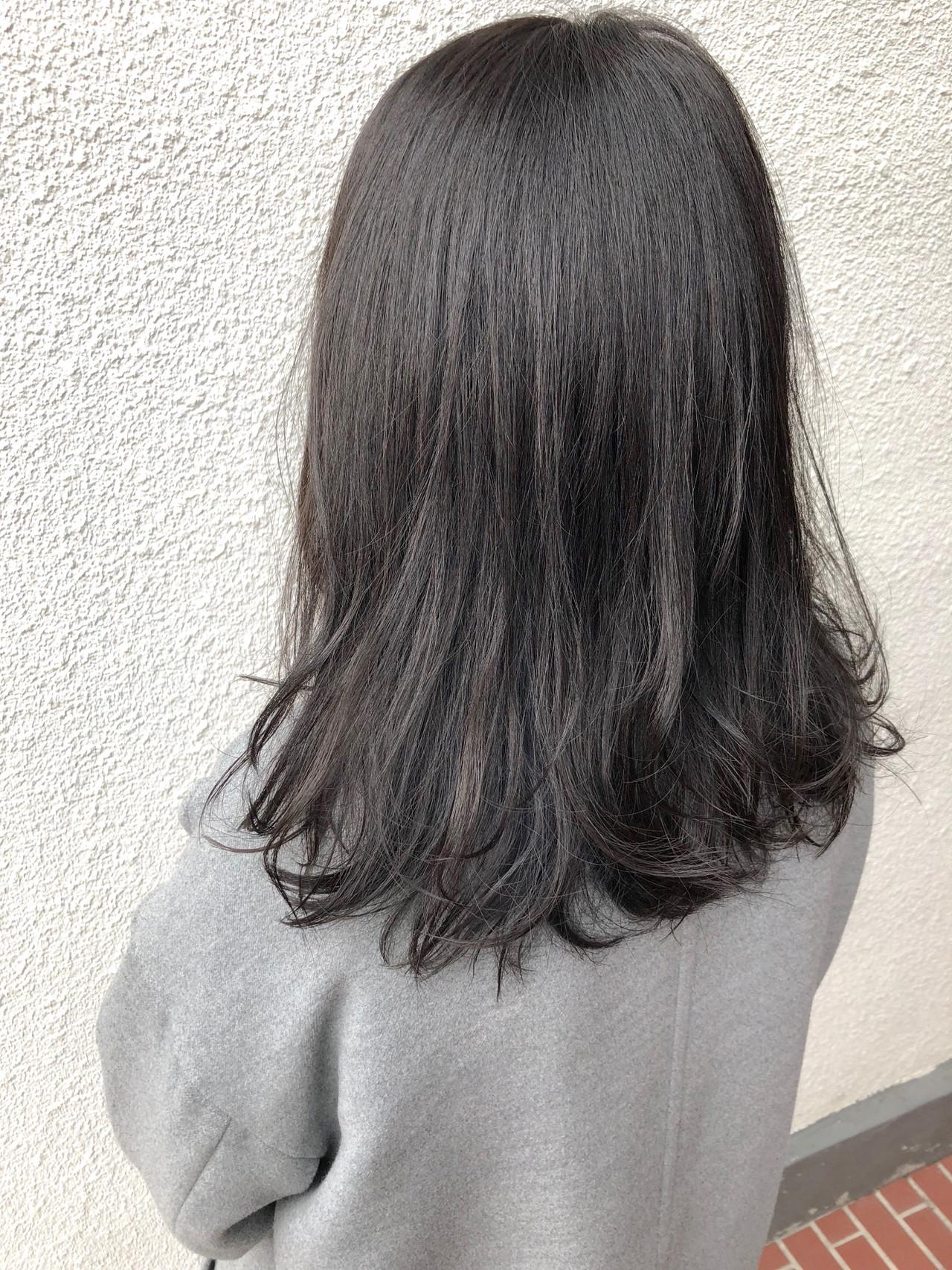アッシュベージュ セミロング グレージュ ナチュラル ヘアスタイルや髪型の写真・画像