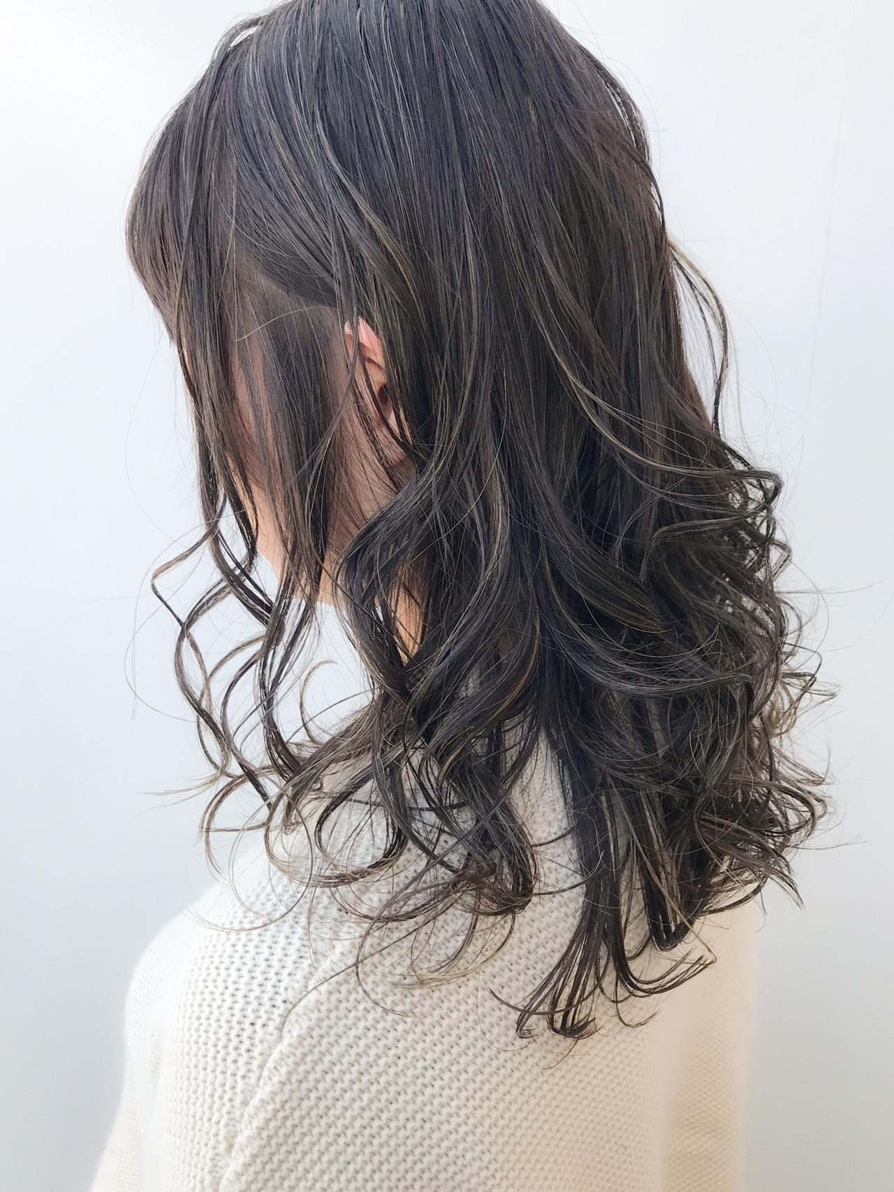 セミロング オフィス 大人かわいい ハイライト ヘアスタイルや髪型の写真・画像