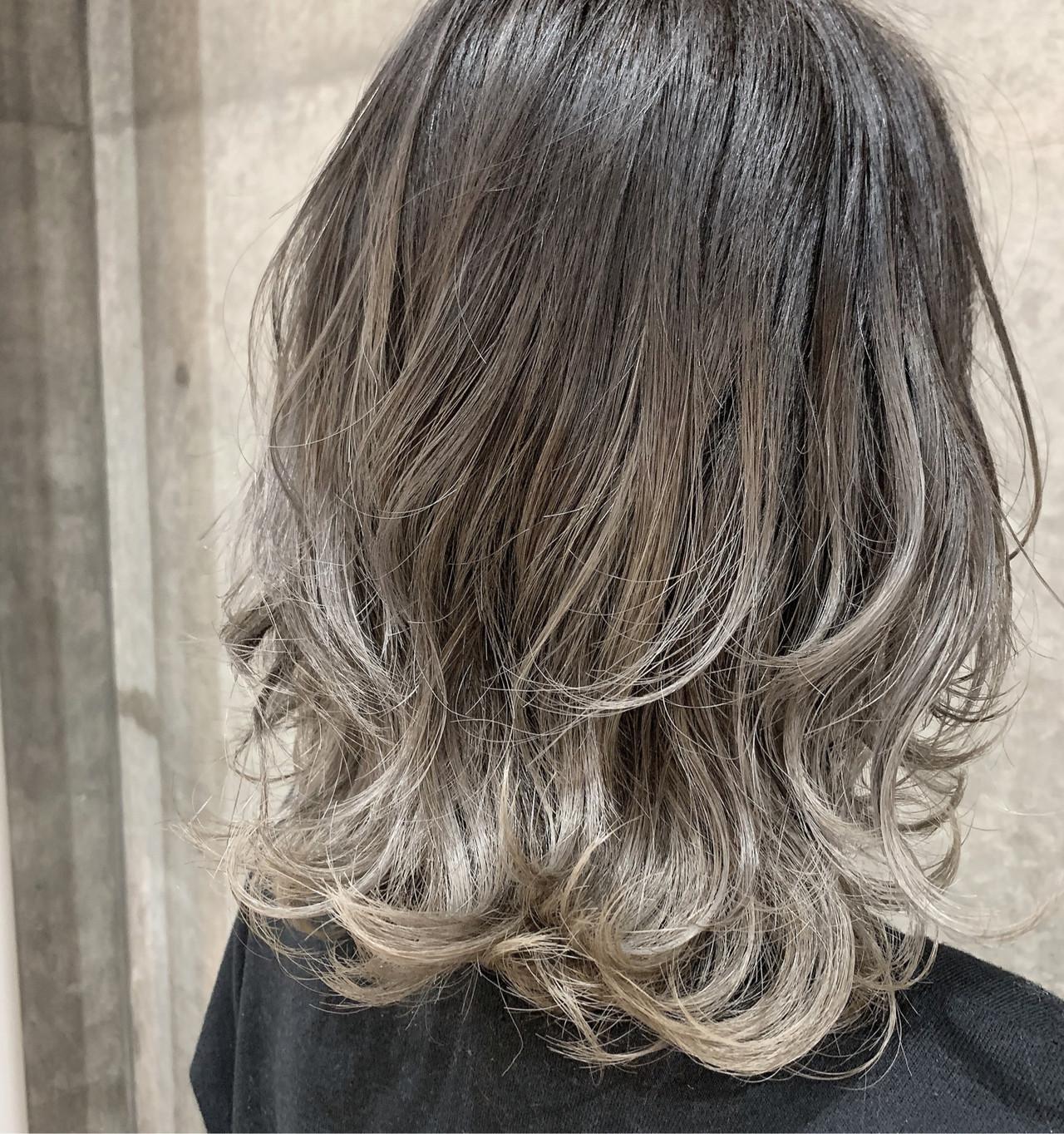 グラデーションカラー グレージュ ハイトーン ホワイトグレージュ ヘアスタイルや髪型の写真・画像