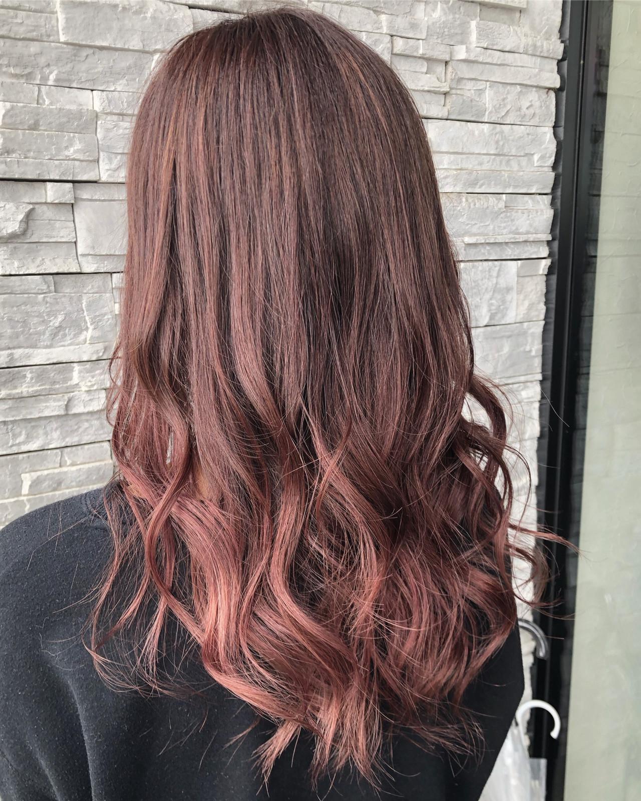 柔らかウェーブに映えるベビーピンクのグラデーション 白井香織art to hair