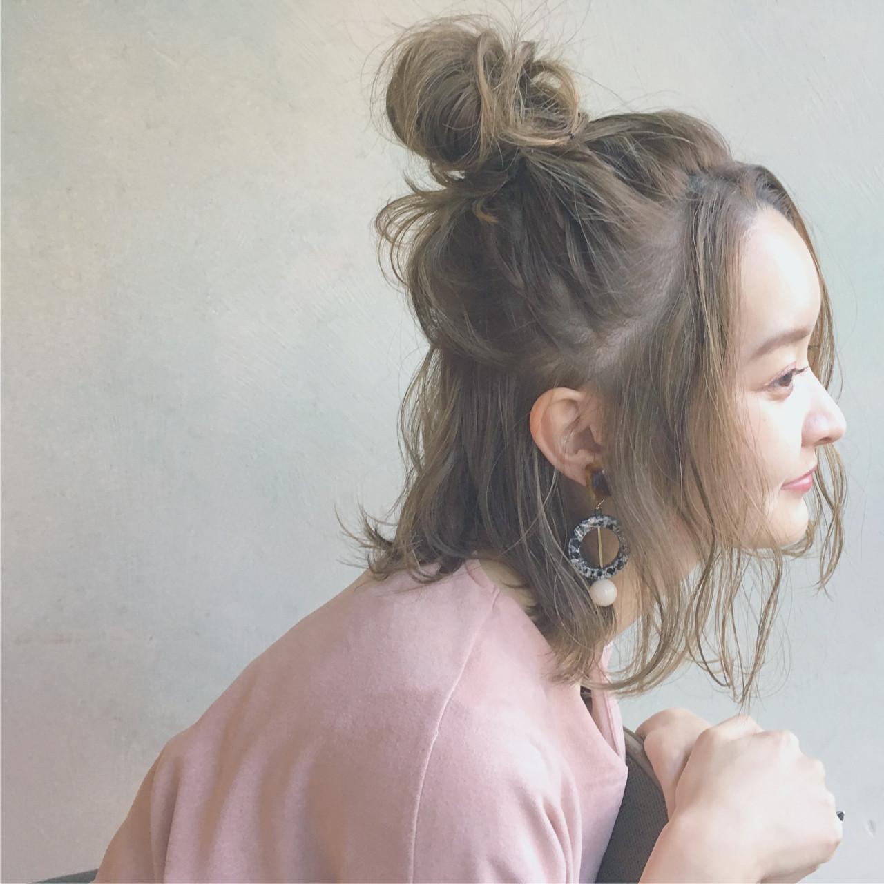 ハーフアップ ニュアンス こなれ感 ハイライト ヘアスタイルや髪型の写真・画像