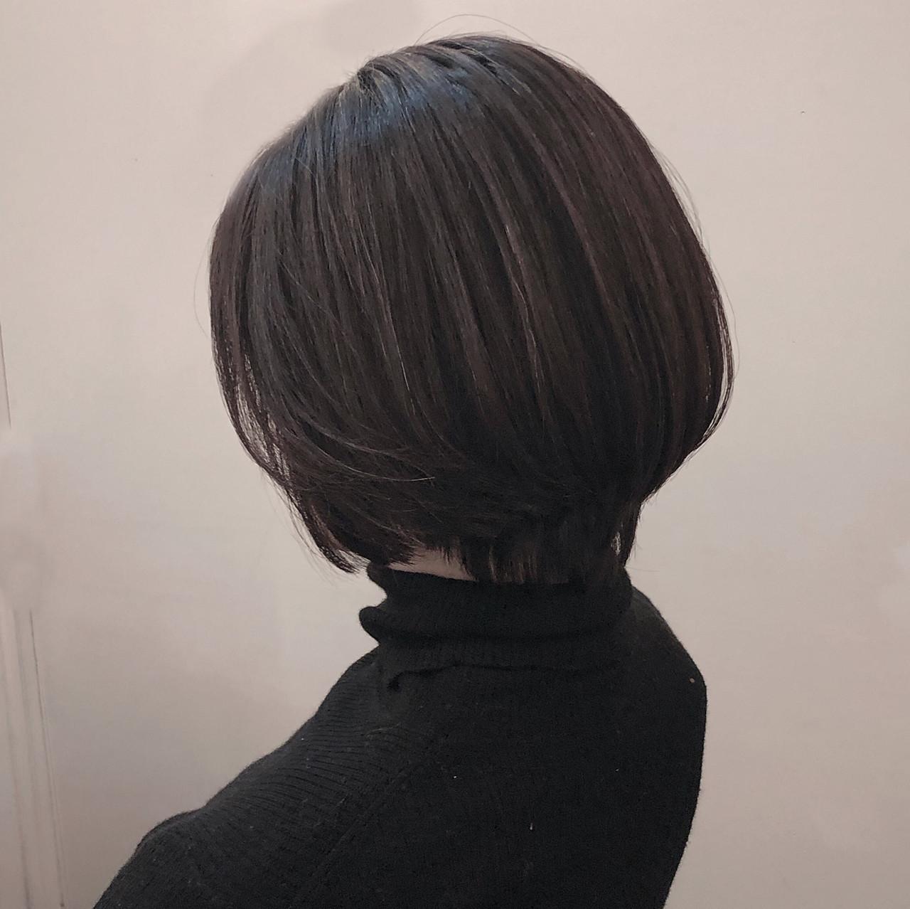 ショート アッシュグレージュ エレガント ハイライト ヘアスタイルや髪型の写真・画像