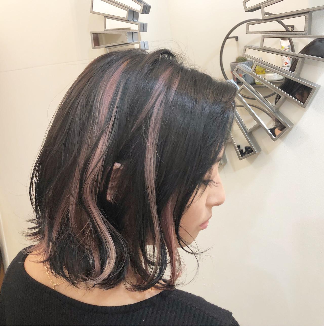 黒髪ウェーブに映える薄ピンクのインナーカラー RUMINA //高田ゆみこRumina