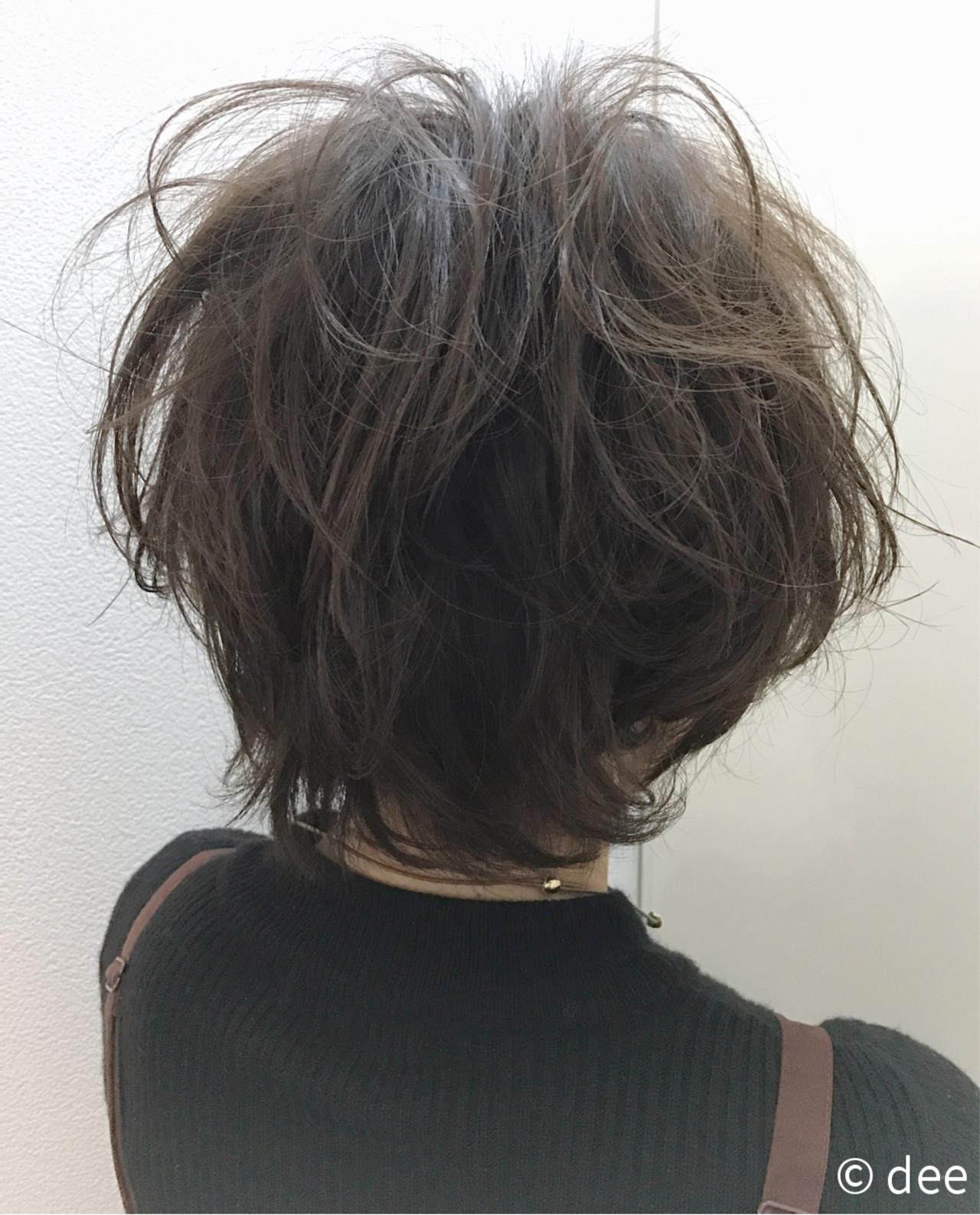 アッシュブラウン パーマ ショート ナチュラル ヘアスタイルや髪型の写真・画像