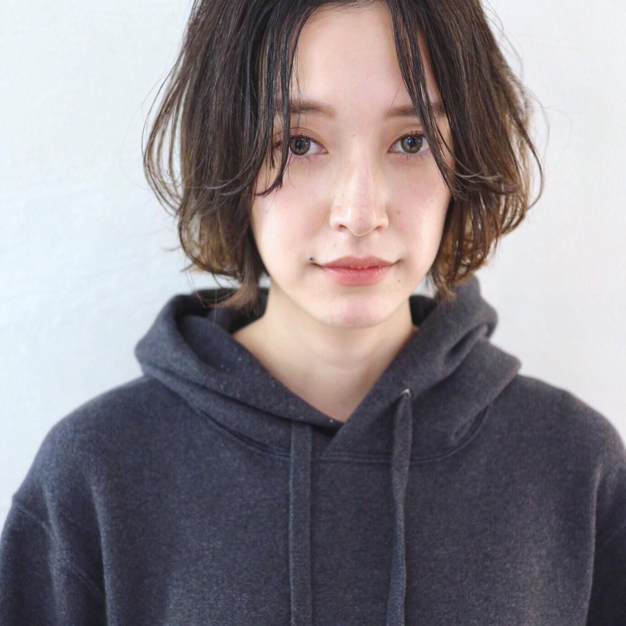 アンニュイほつれヘア ナチュラル シースルーバング アウトドア ヘアスタイルや髪型の写真・画像
