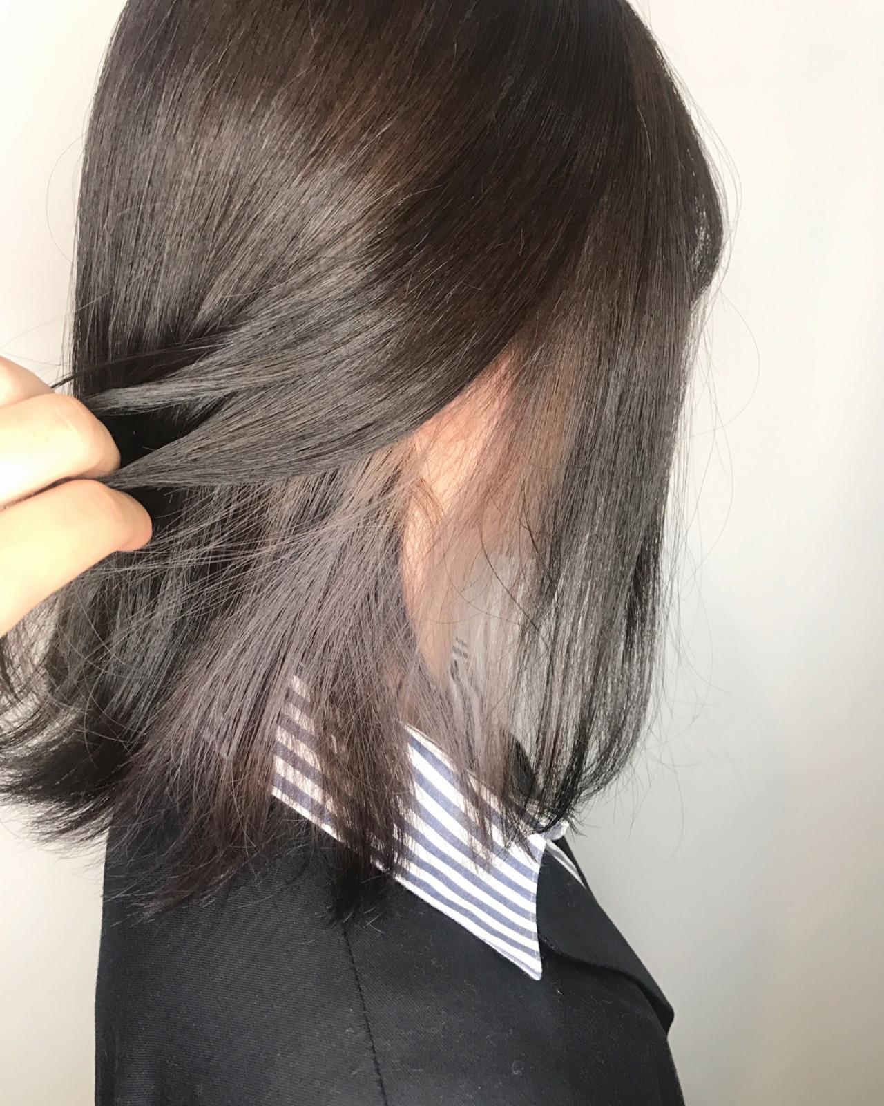 インナーカラーホワイト インナーカラーグレージュ インナーカラーグレー バレイヤージュ ヘアスタイルや髪型の写真・画像