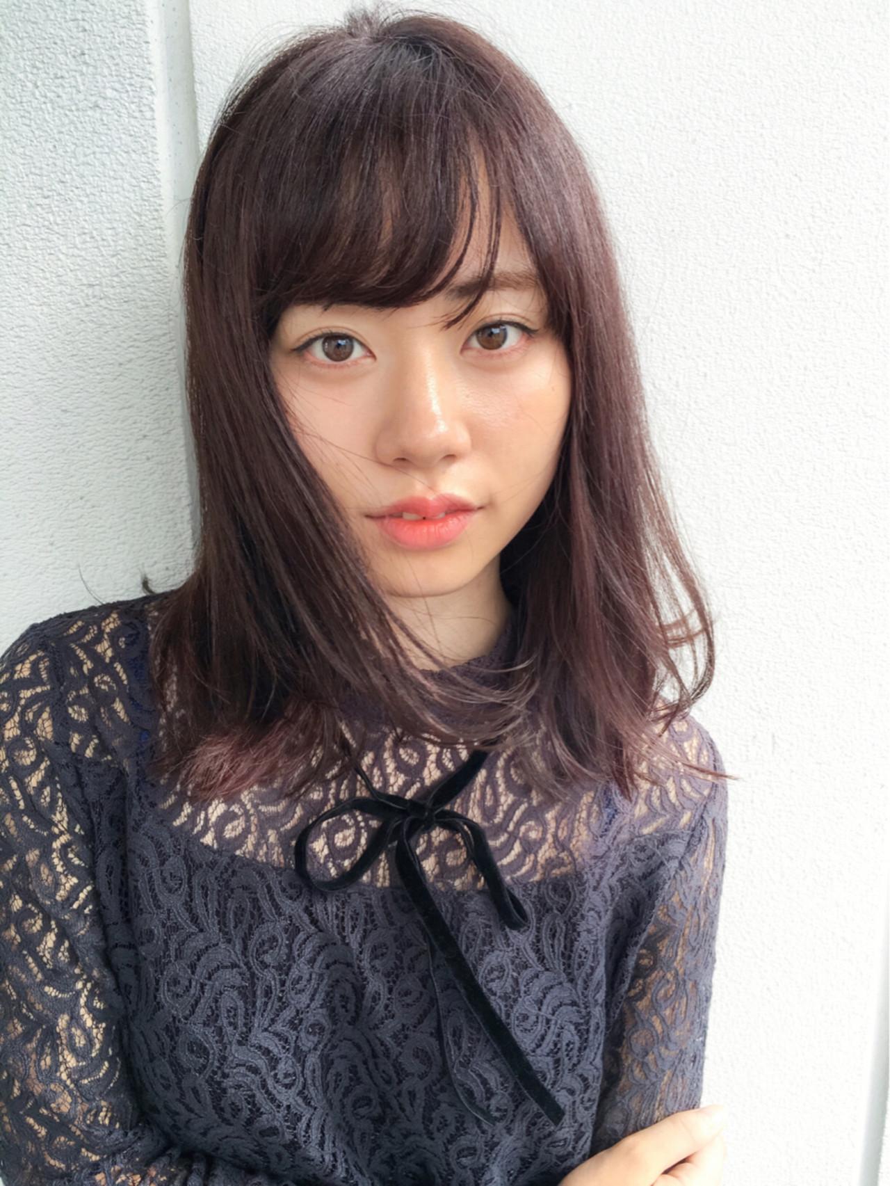 ミディアム ピンクブラウン 暗髪 ベリー ヘアスタイルや髪型の写真・画像