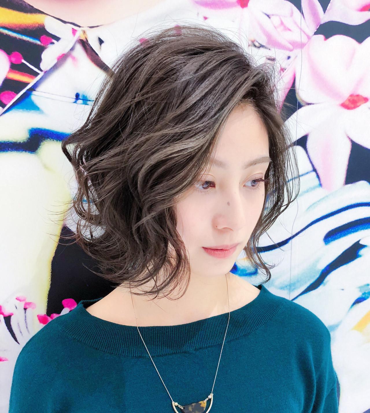小顔 かき上げ前髪 大人かわいい フェミニン ヘアスタイルや髪型の写真・画像