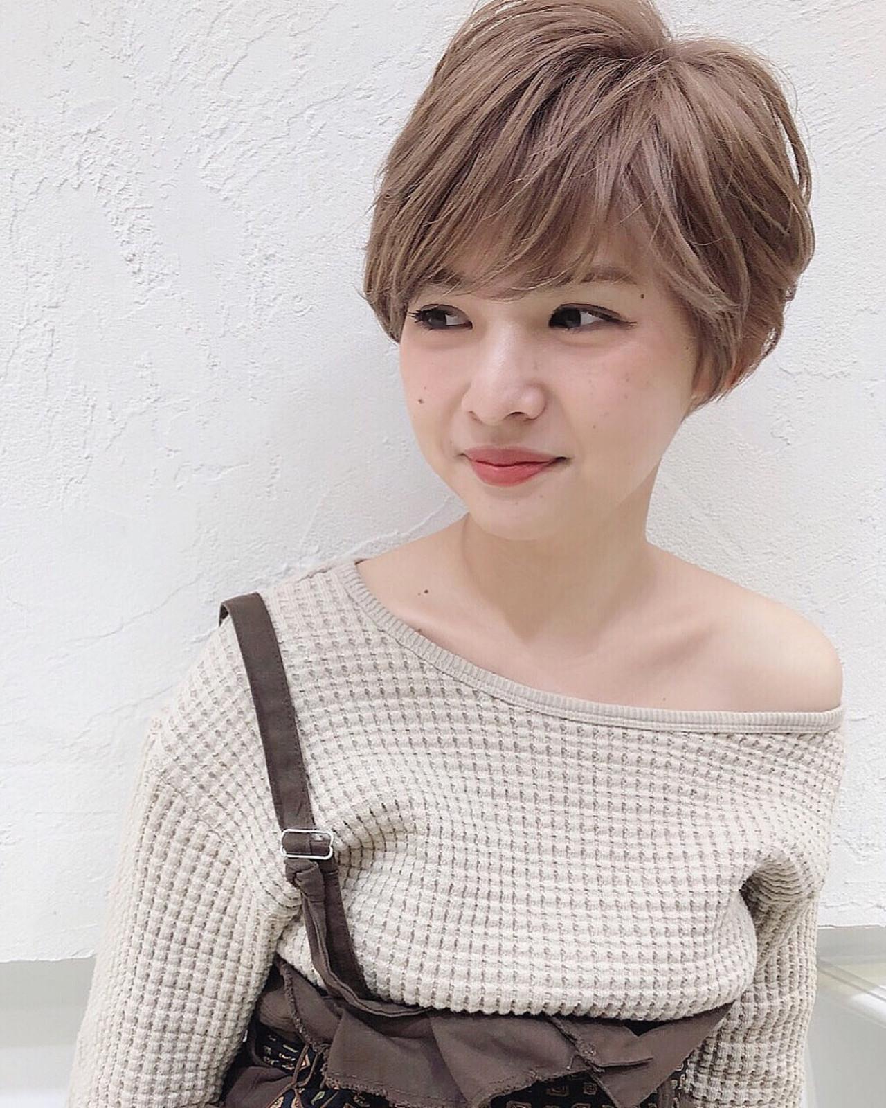 ミルクティーベージュ 小顔ショート ブリーチオンカラー ストリート ヘアスタイルや髪型の写真・画像
