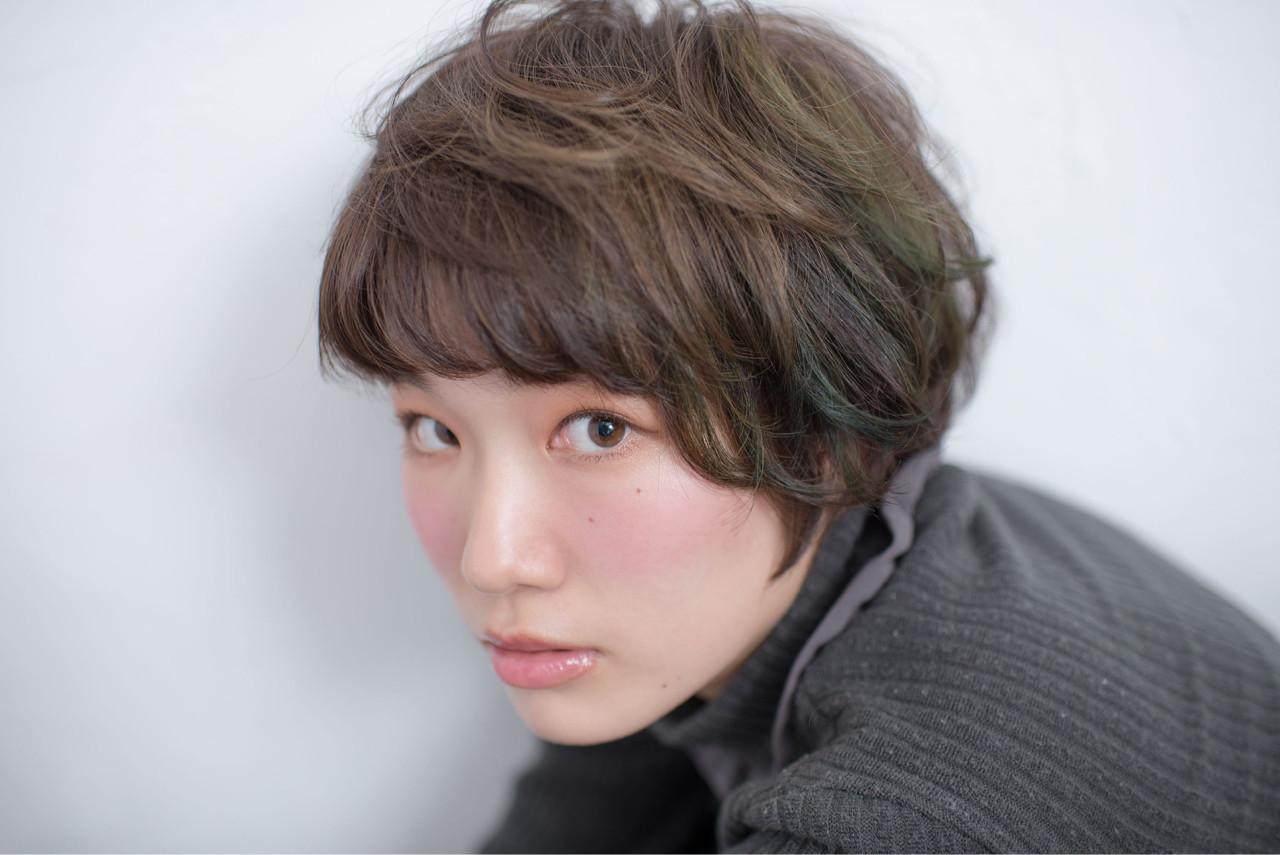 グリーン カラーバター イルミナカラー ショート ヘアスタイルや髪型の写真・画像