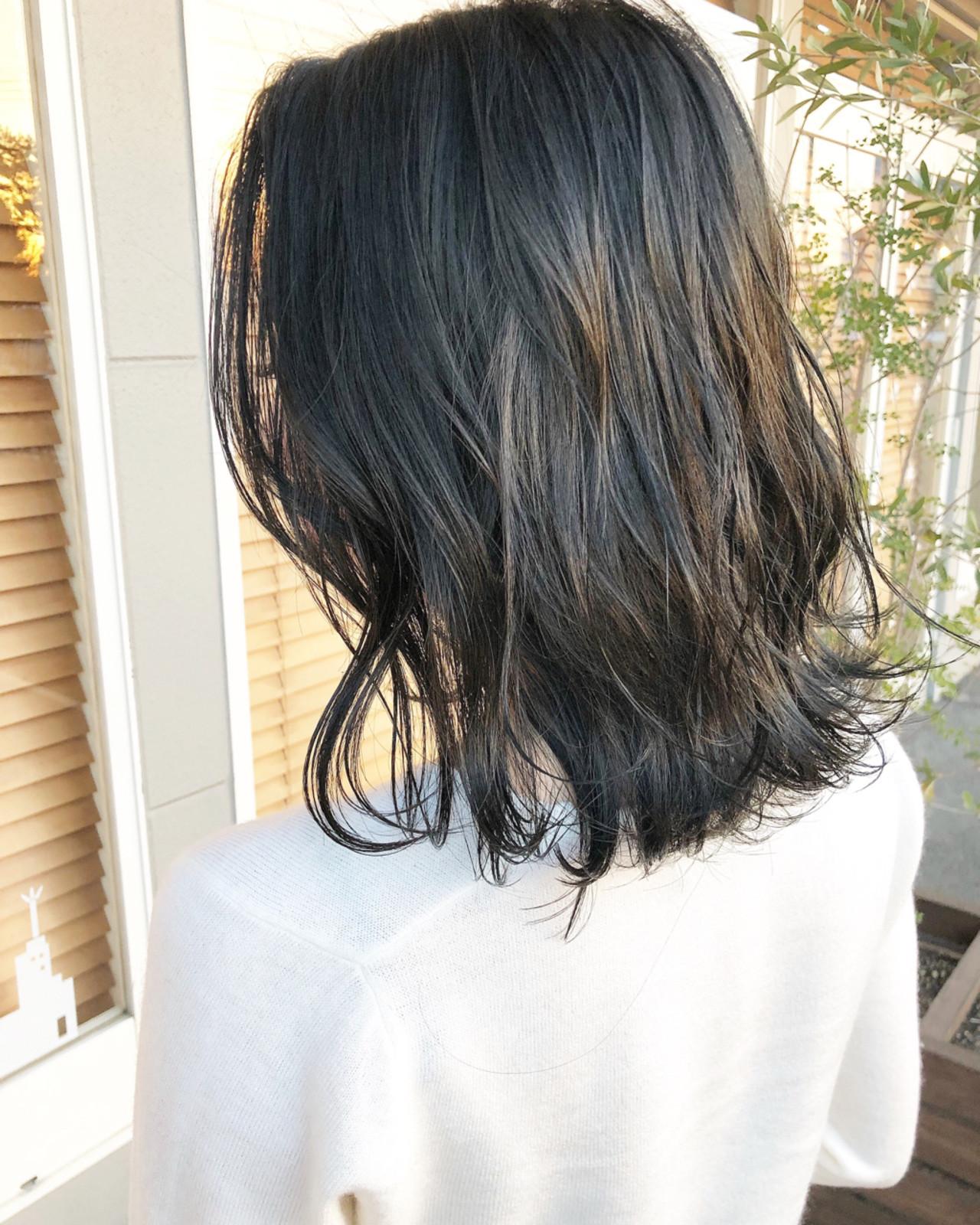 ブルーブラック イルミナカラー 外国人風 ミディアム ヘアスタイルや髪型の写真・画像
