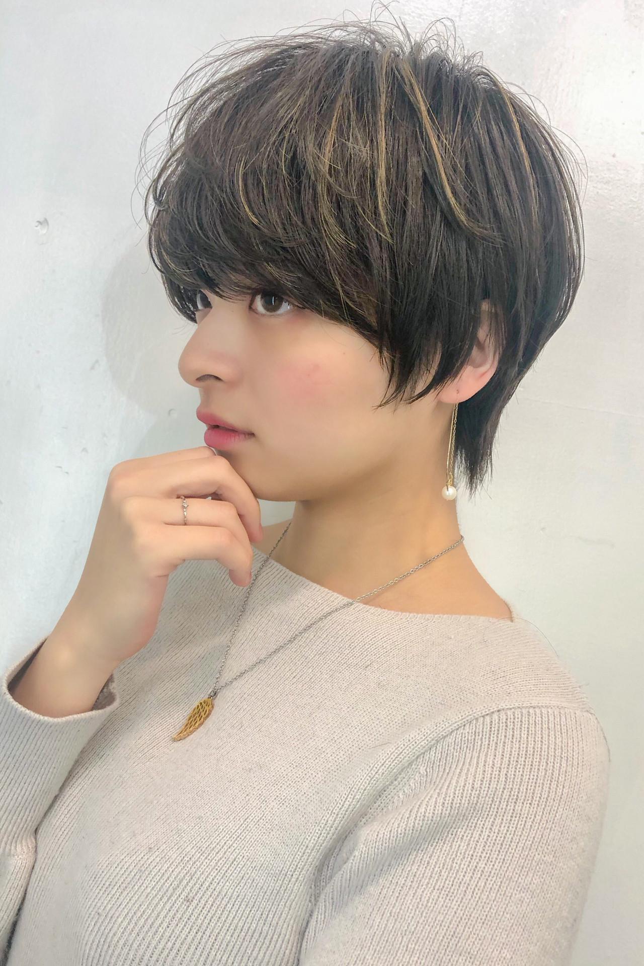 ナチュラル 3Dハイライト 耳かけ ハイライト ヘアスタイルや髪型の写真・画像