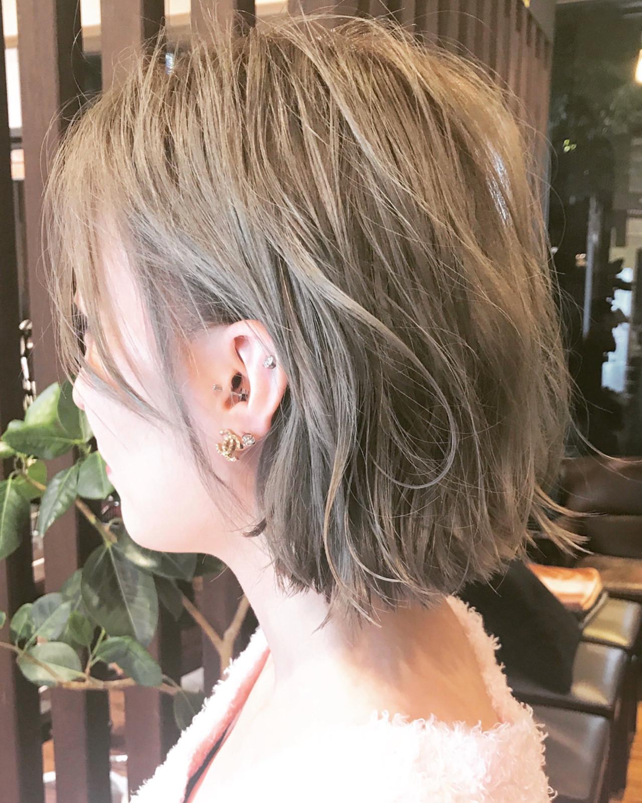 耳かけ 切りっぱなし ストリート グレージュ ヘアスタイルや髪型の写真・画像