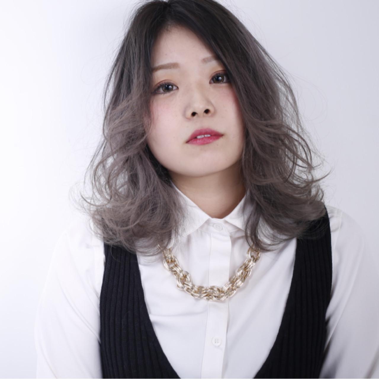 アッシュ 外国人風 ベージュ ストリート ヘアスタイルや髪型の写真・画像