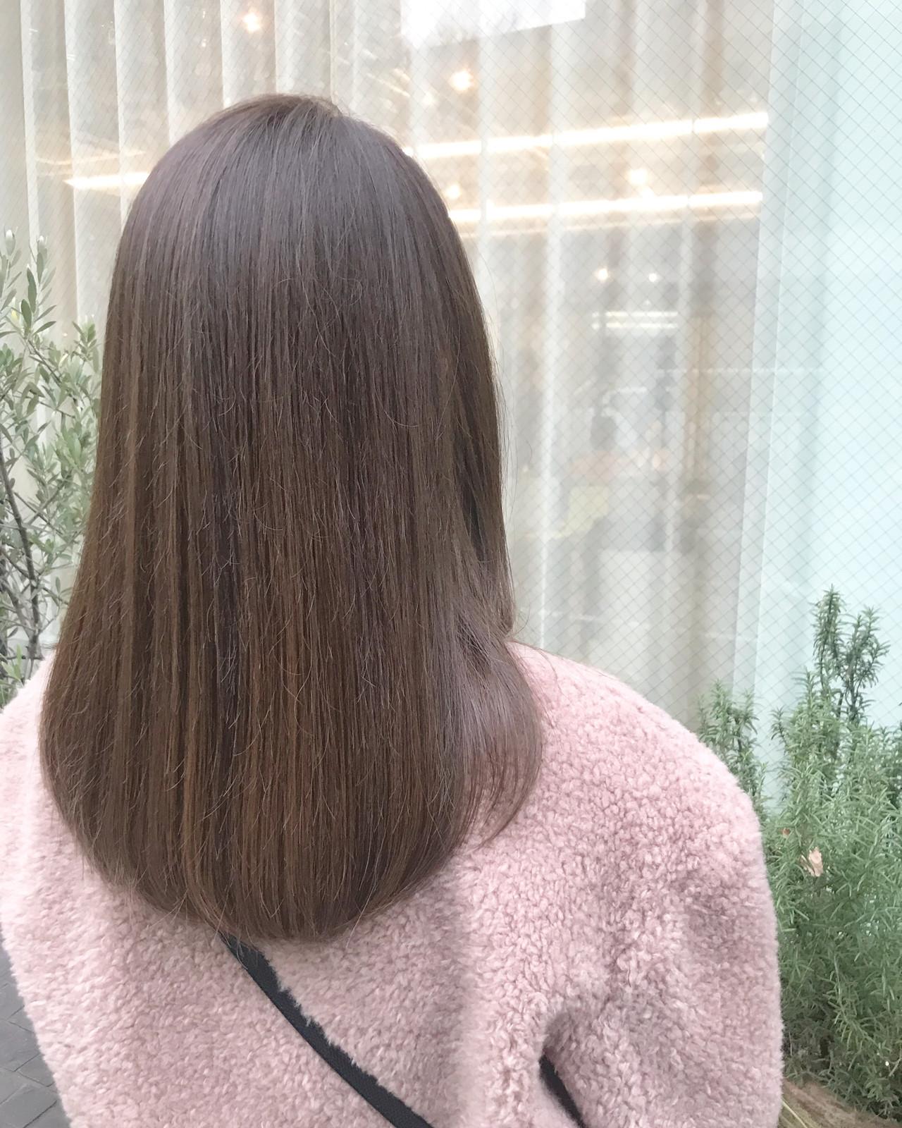 セミロング ガーリー AVEDA グレージュ ヘアスタイルや髪型の写真・画像