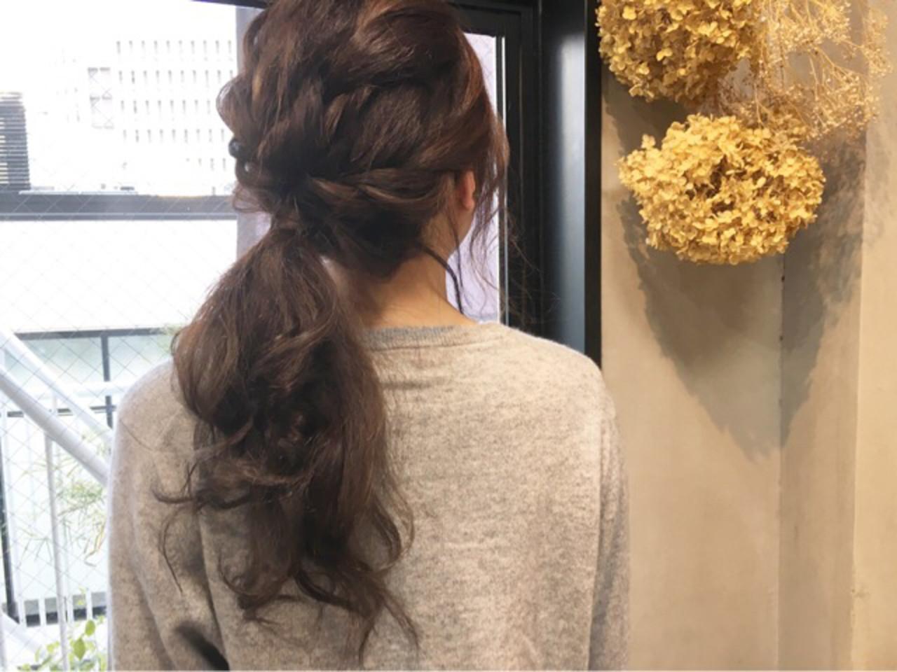 オフィス ナチュラル セミロング アッシュグレージュ ヘアスタイルや髪型の写真・画像
