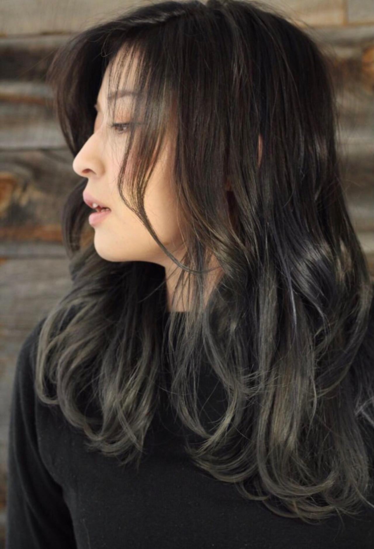 パーマ ロング 簡単ヘアアレンジ グレーアッシュ ヘアスタイルや髪型の写真・画像