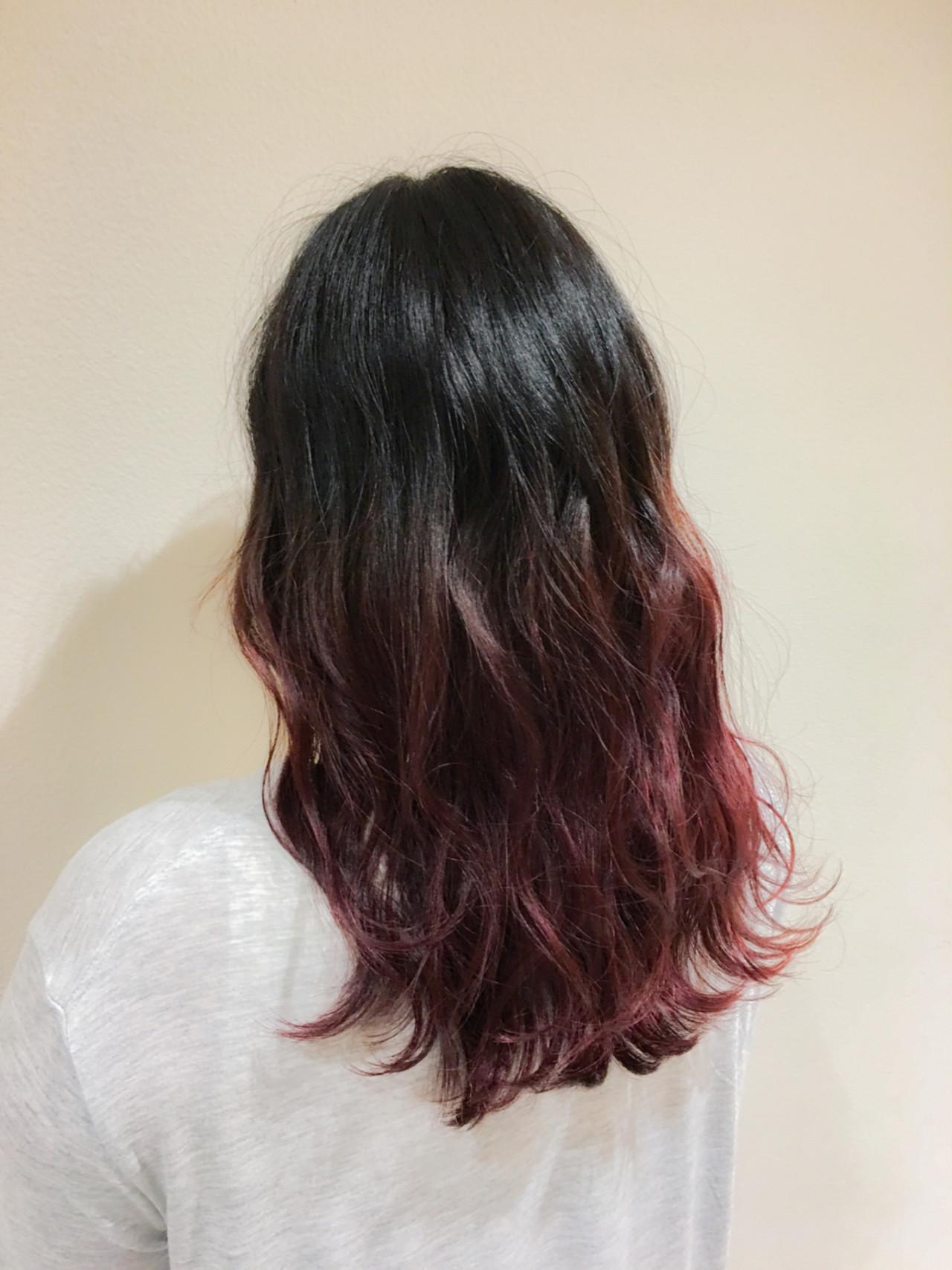 ピンク セミロング グラデーションカラー 外国人風 ヘアスタイルや髪型の写真・画像