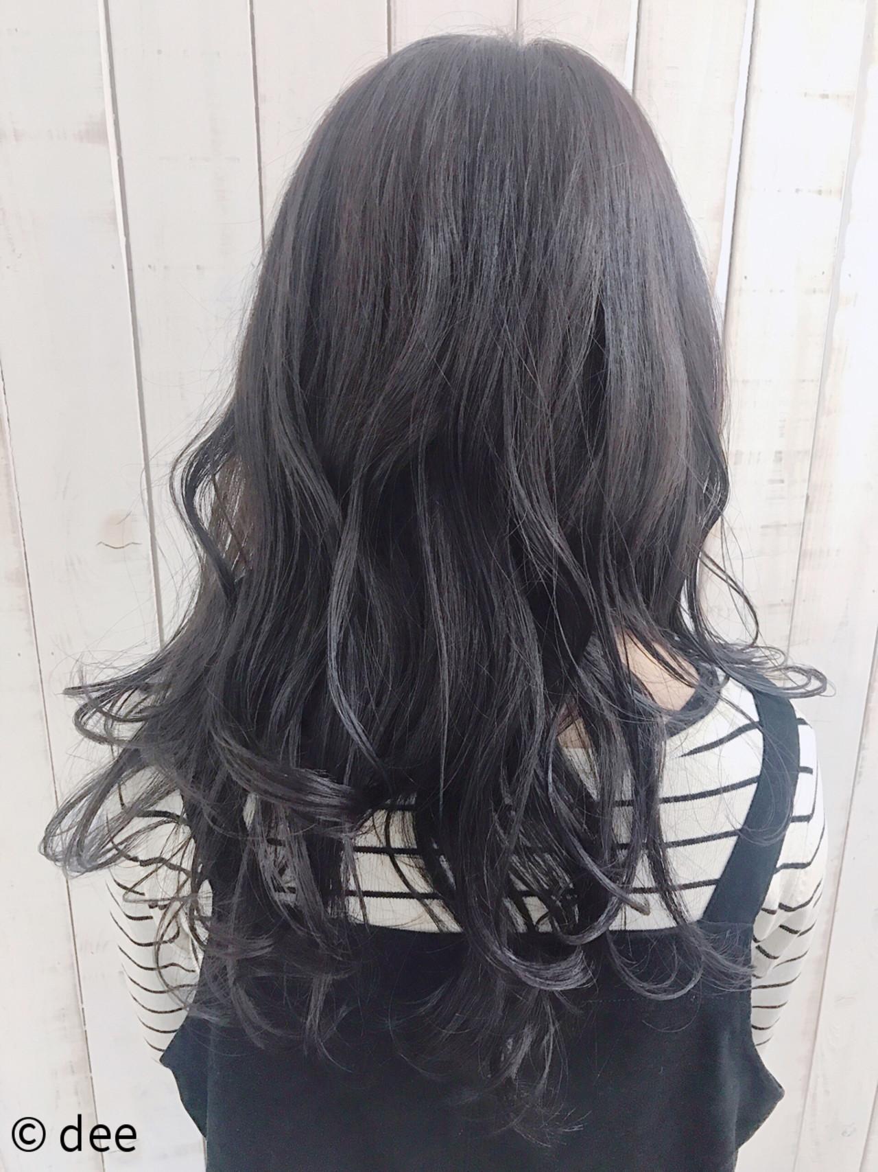 ダークグレーの透明感のある暗髪グラデ dee