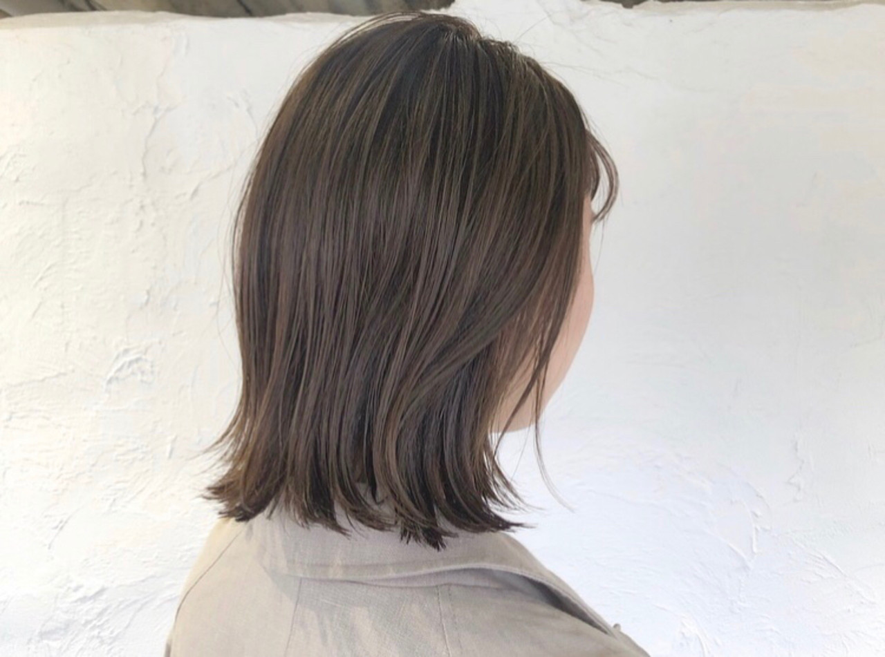 ダブルカラー ナチュラル 大人ハイライト シルバーアッシュ ヘアスタイルや髪型の写真・画像