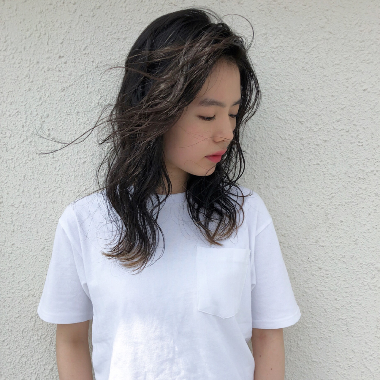 ウェーブ グラデーションカラー ミディアム 黒髪 ヘアスタイルや髪型の写真・画像