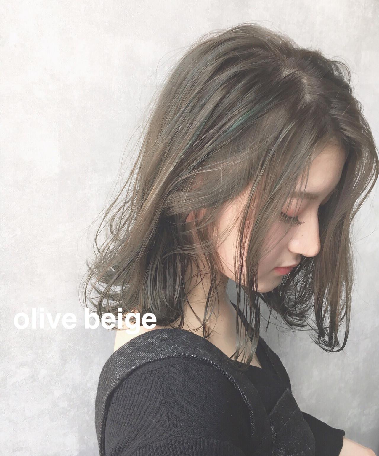 ピンクベージュ セミロング ハイトーンカラー ミルクティーベージュ ヘアスタイルや髪型の写真・画像