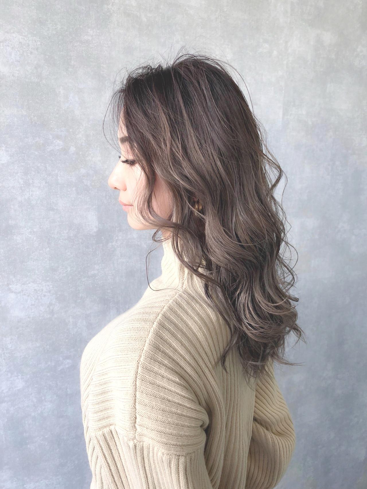 ハイトーンカラー セミロング ナチュラル アッシュグレージュ ヘアスタイルや髪型の写真・画像