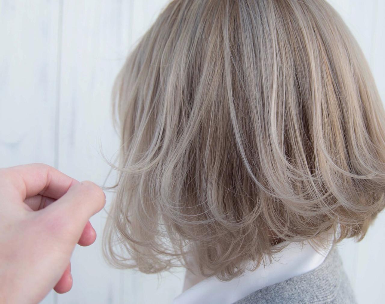 ミルクティーベージュ ボブ ホワイトグレージュ ベージュ ヘアスタイルや髪型の写真・画像