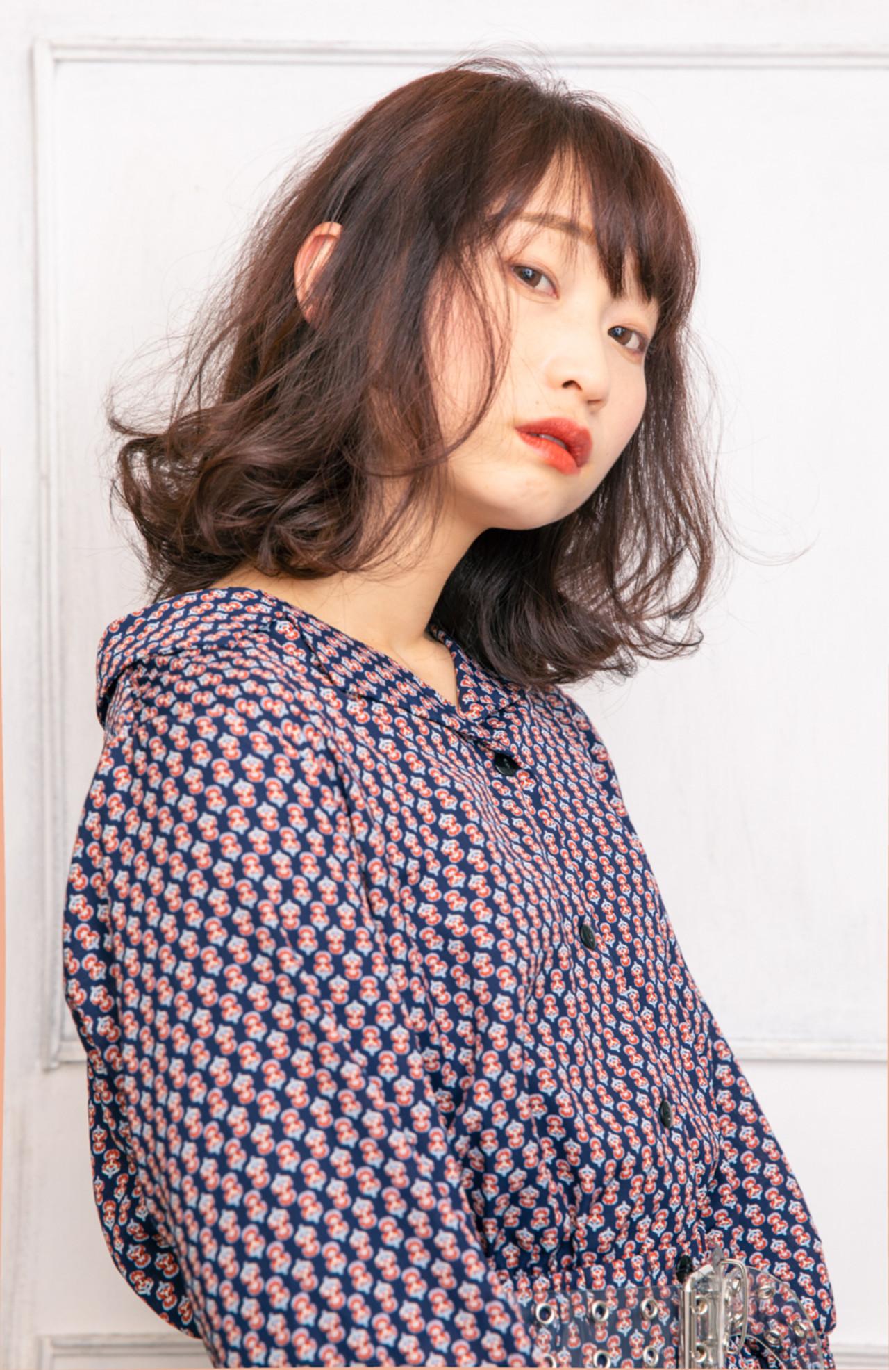 ピンクアッシュ フェミニン 大人ミディアム 暖色系グレージュ ヘアスタイルや髪型の写真・画像