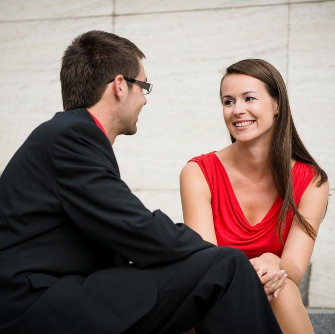 ふと思えば…年上男性に惚れやすい女性の特徴とその理由