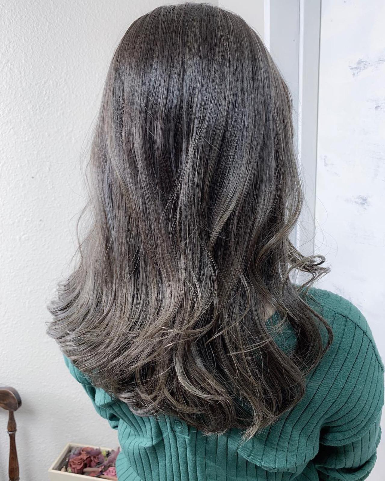 カーキアッシュ 透明感カラー ハイライト エレガント ヘアスタイルや髪型の写真・画像