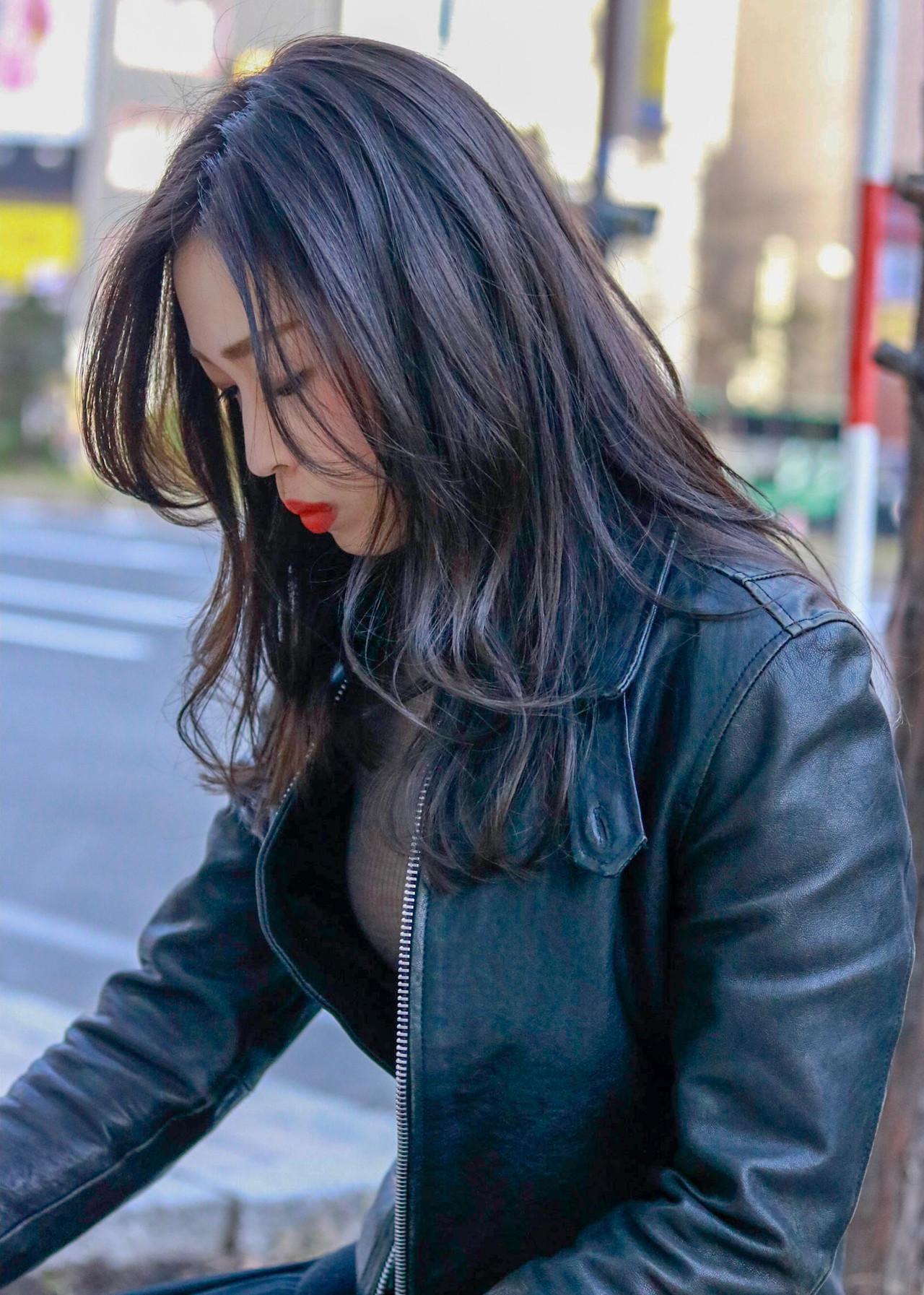 ネイビーカラーで作るナチュラルな透明感溢れる暗髪ロングヘア 清水 翔五sofa