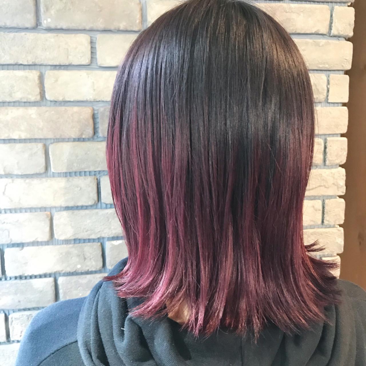 ベリーピンク ボブ 外ハネ ストリート ヘアスタイルや髪型の写真・画像