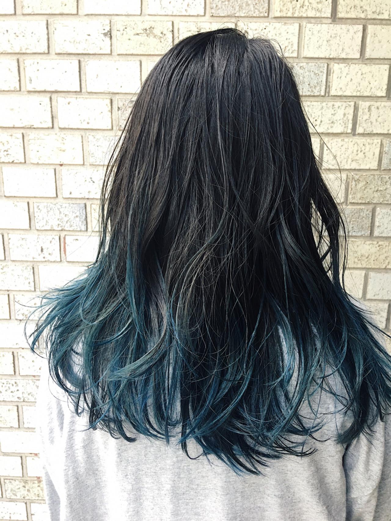 夏にかけて人気のブルーカラーを毛先にプラス 服部 光