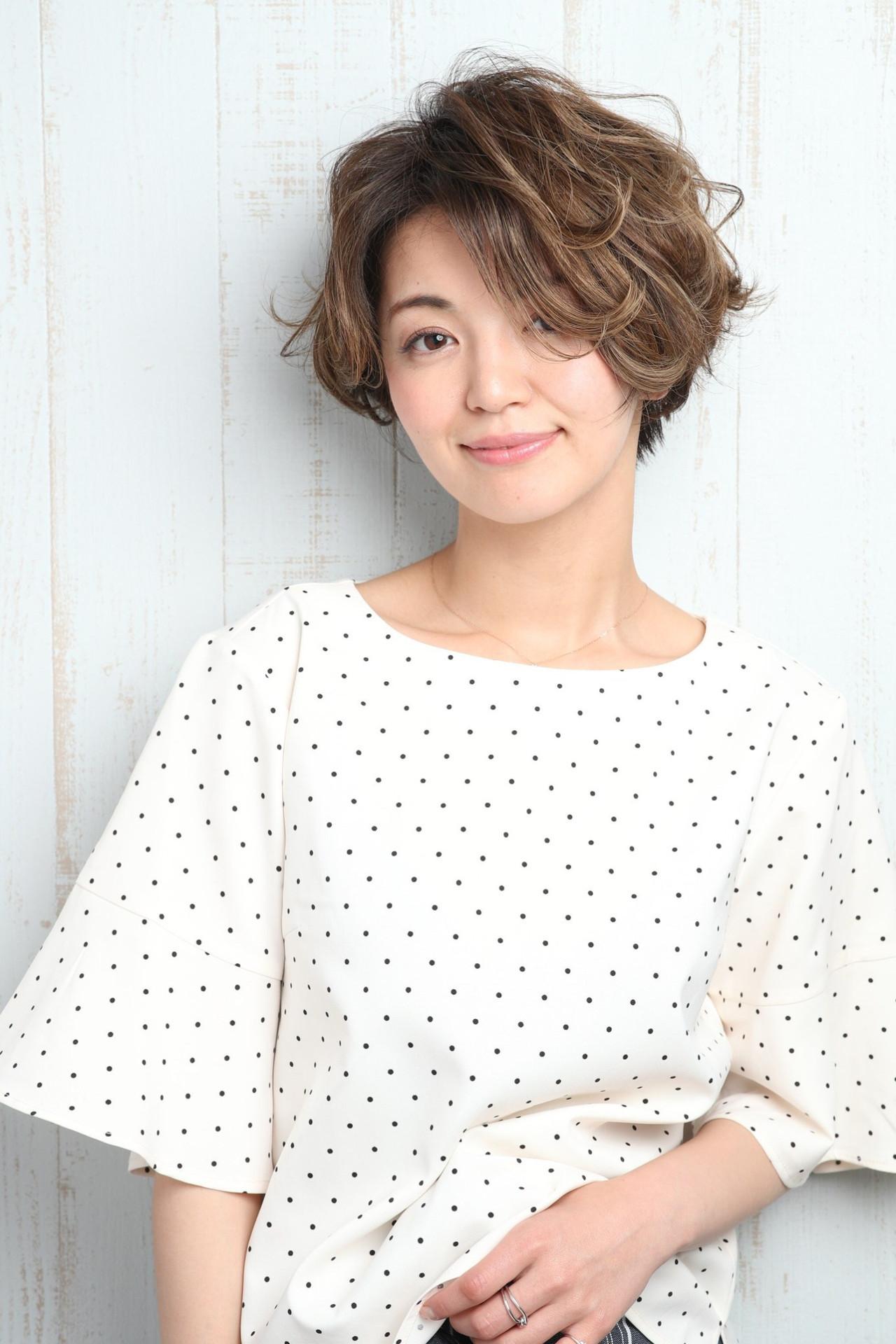 丸顔さんのための小顔見せ前髪ありヘア Mizuki Ito