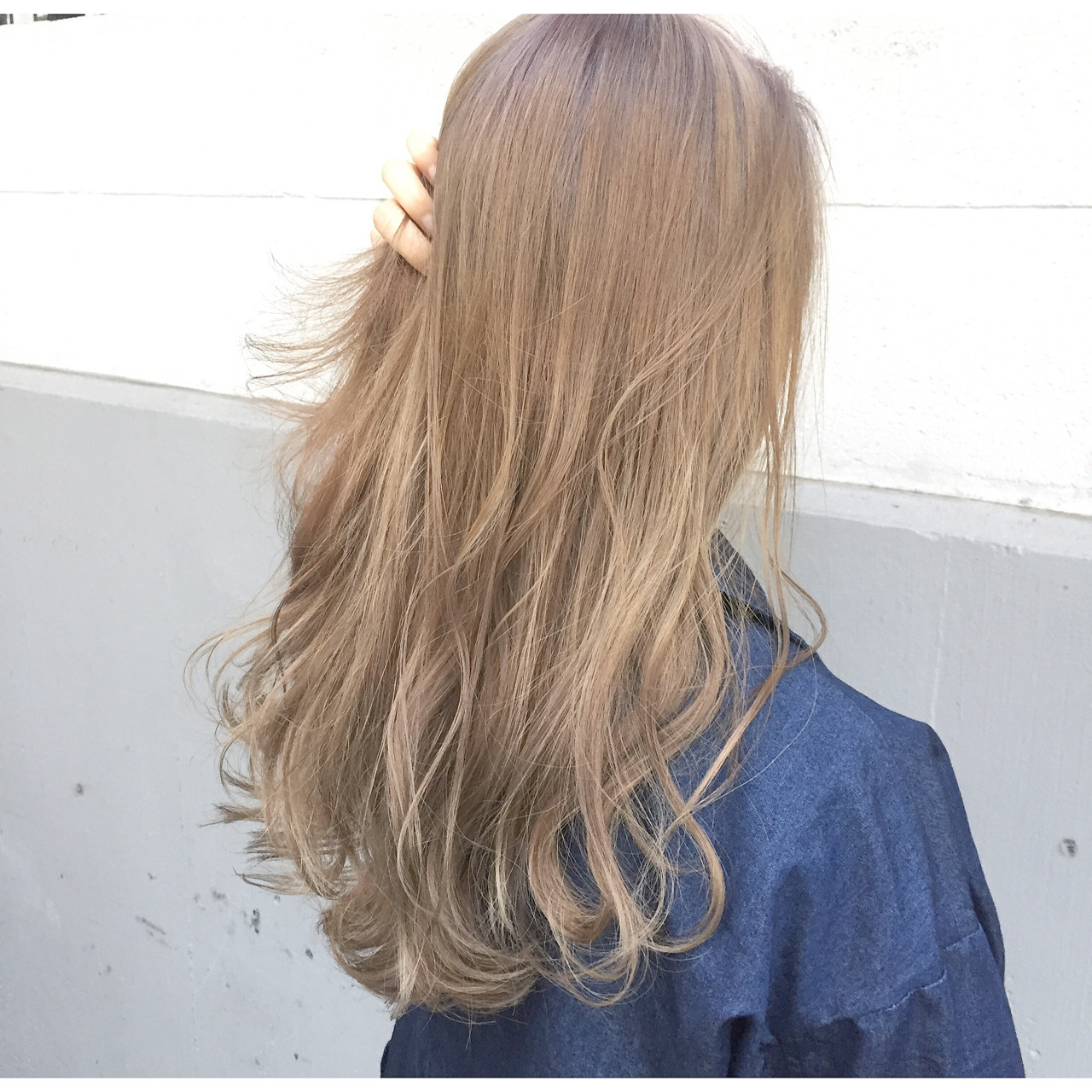 ラベンダーアッシュなら色気を感じるお姉さんヘアに 落合 健二