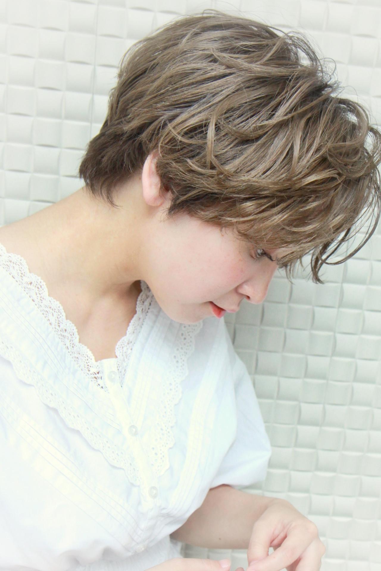 ゆるふわパーマ ナチュラル ショート 小顔 ヘアスタイルや髪型の写真・画像