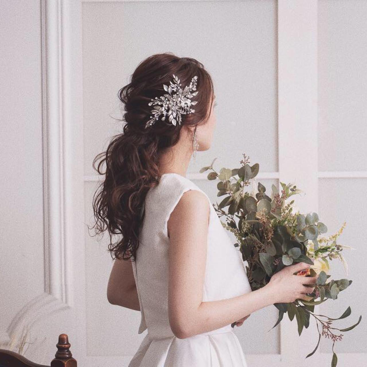 フェミニンなローポニーテールでつくるロングの髪型 桐谷 芽依