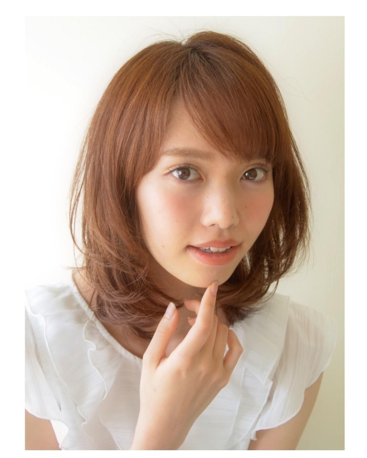 大人かわいい 丸顔 ミディアム 前髪あり ヘアスタイルや髪型の写真・画像