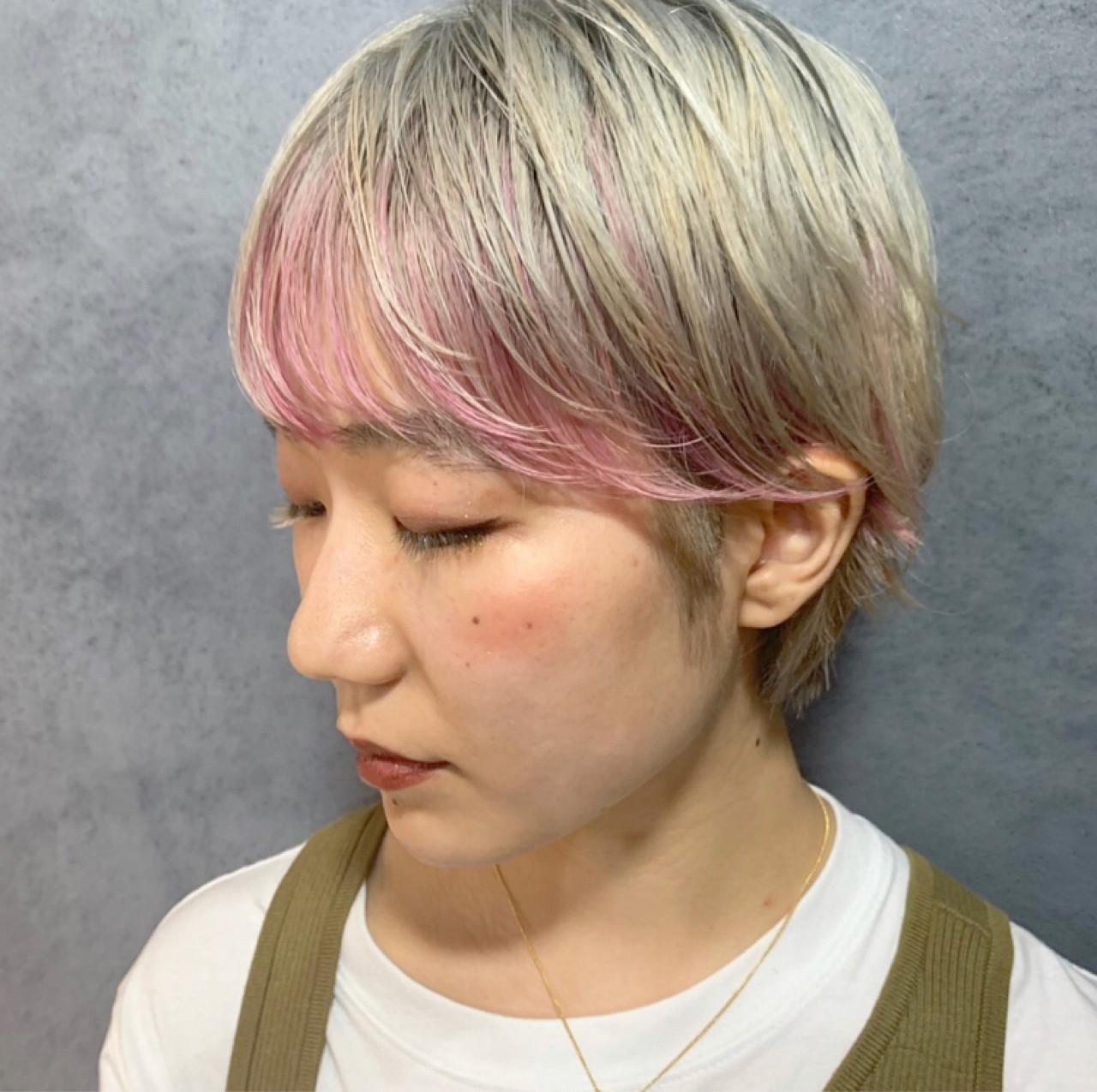インナーカラー 前髪インナーカラー ピンクカラー ストリート ヘアスタイルや髪型の写真・画像