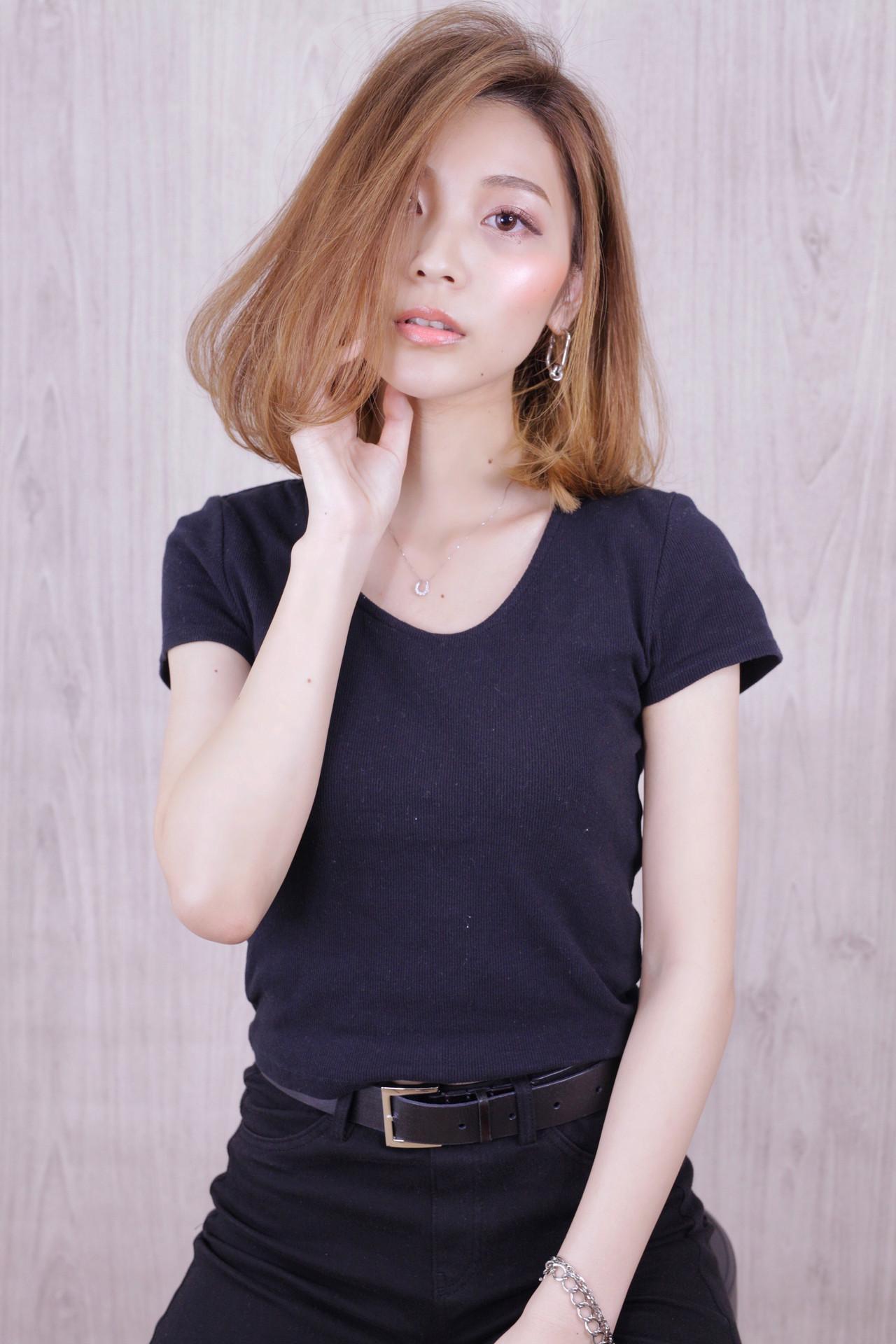 ミディアム ナチュラル アンニュイほつれヘア ワンカールスタイリング ヘアスタイルや髪型の写真・画像