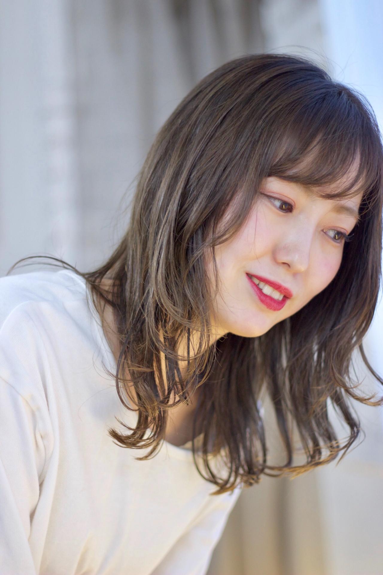 セミウェット ブルーアッシュ エレガント 透け感アッシュ ヘアスタイルや髪型の写真・画像