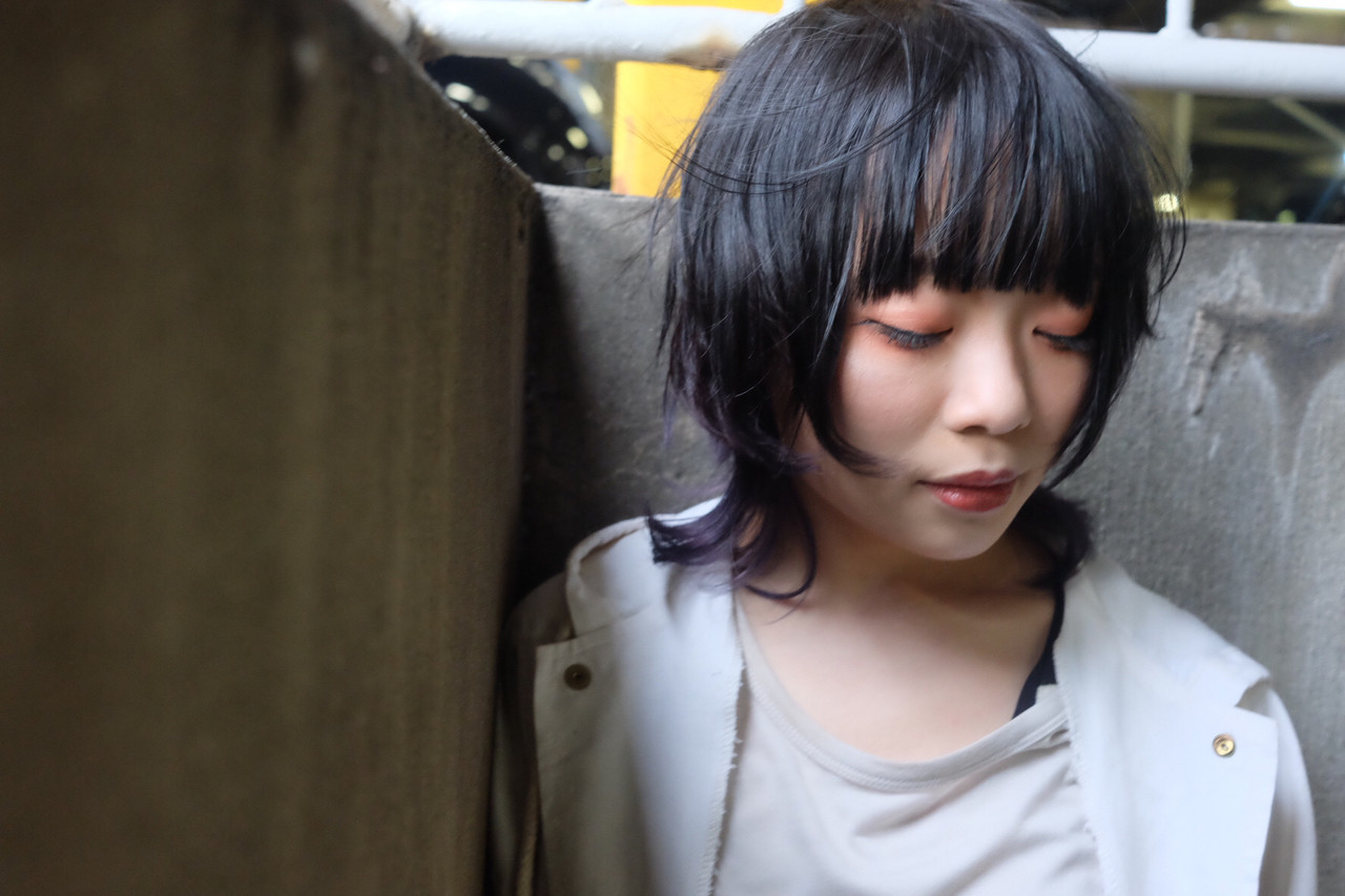 黒髪ボブルフで個性派クールに マキシヤスアキkuraku