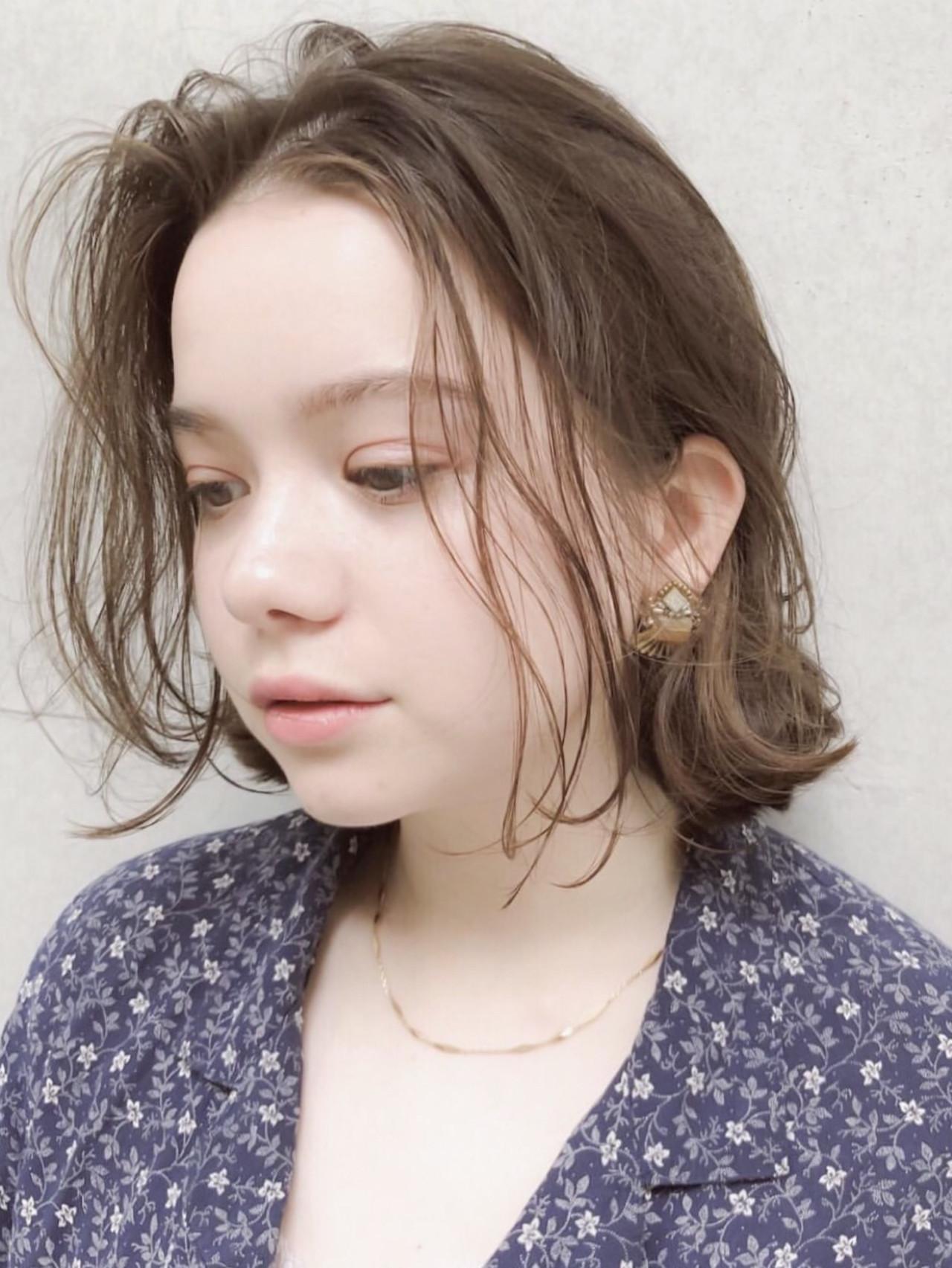 パーマ デート 透明感カラー ナチュラル ヘアスタイルや髪型の写真・画像