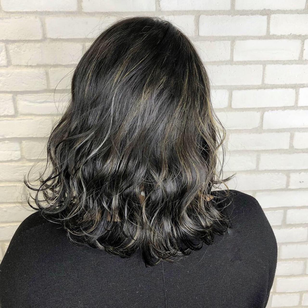 アディクシーカラー グレージュ シルバーグレー ミディアム ヘアスタイルや髪型の写真・画像