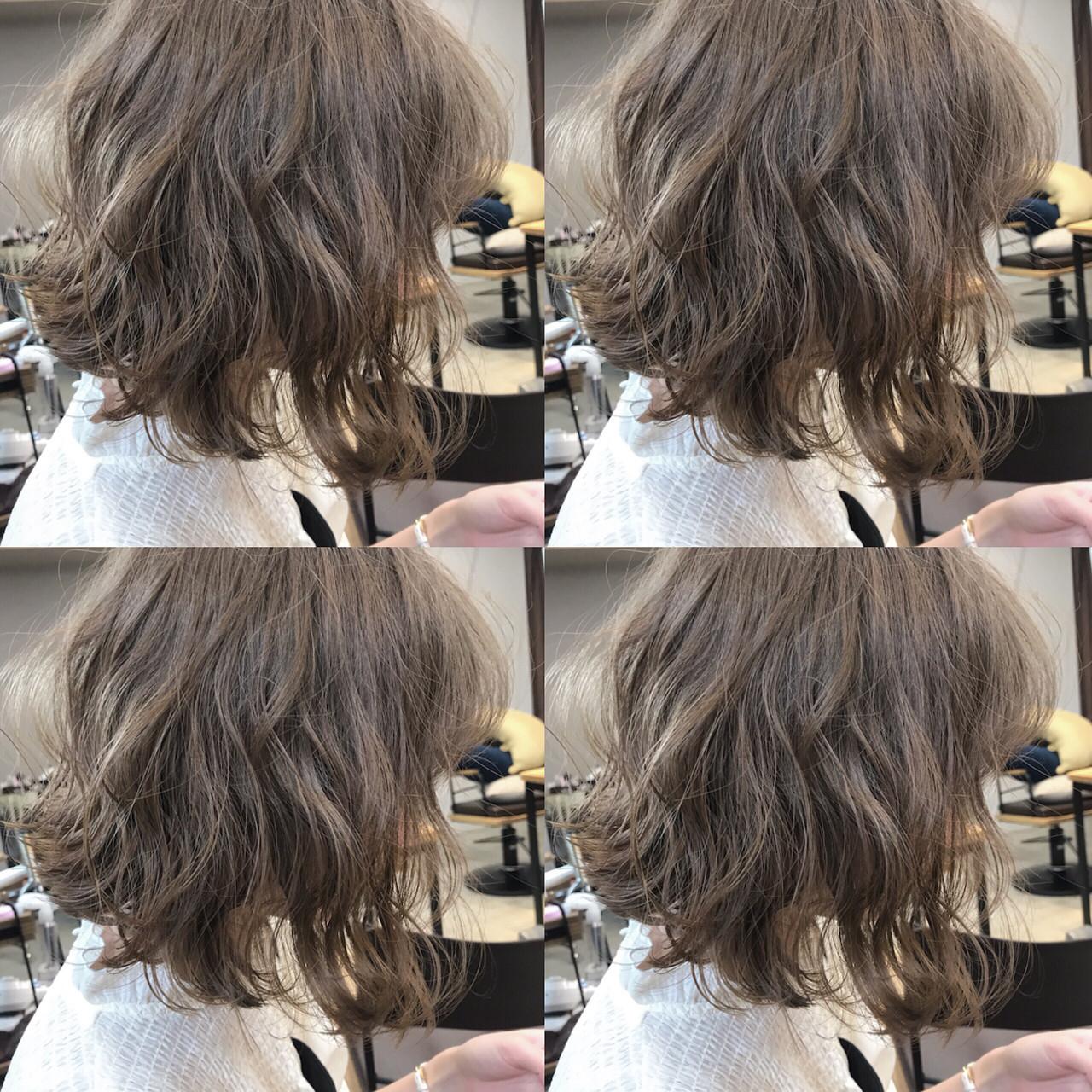 ハイトーンカラー ダブルカラー ミルクティーベージュ ストリート ヘアスタイルや髪型の写真・画像